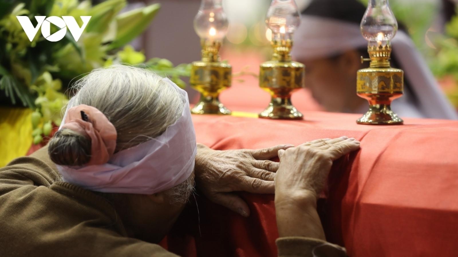 Nước mắt ngày tiễn đưa 22 liệt sỹ Đoàn KTQP 337 về quê hương