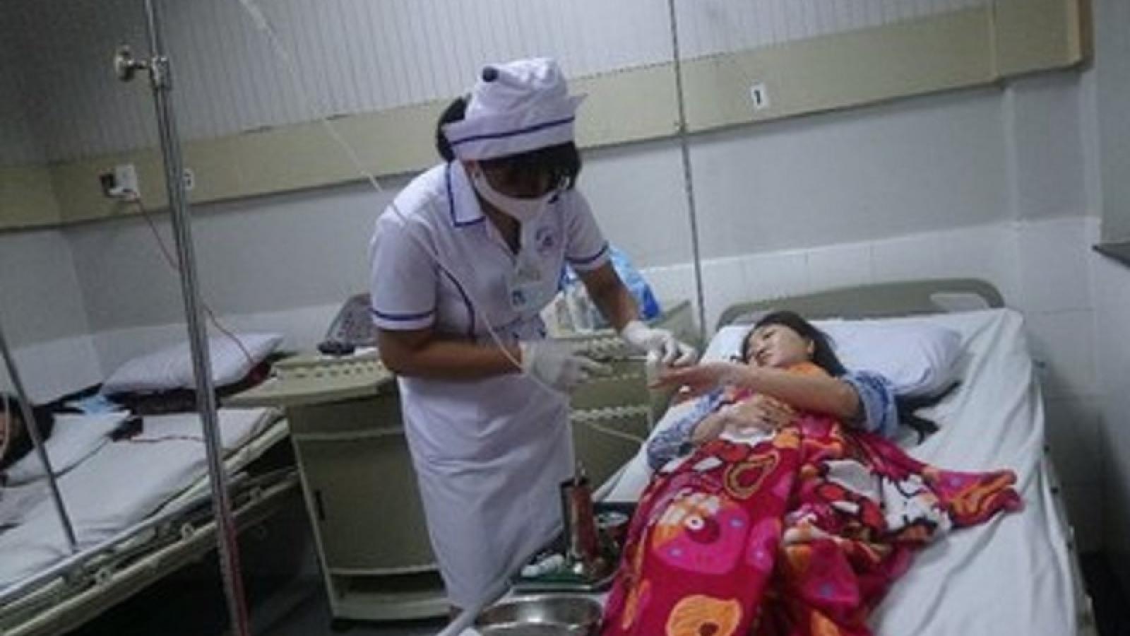 10 người tại Bình Thuận nhập viện nghi do ngộ độc khi ăn cá hồng biển