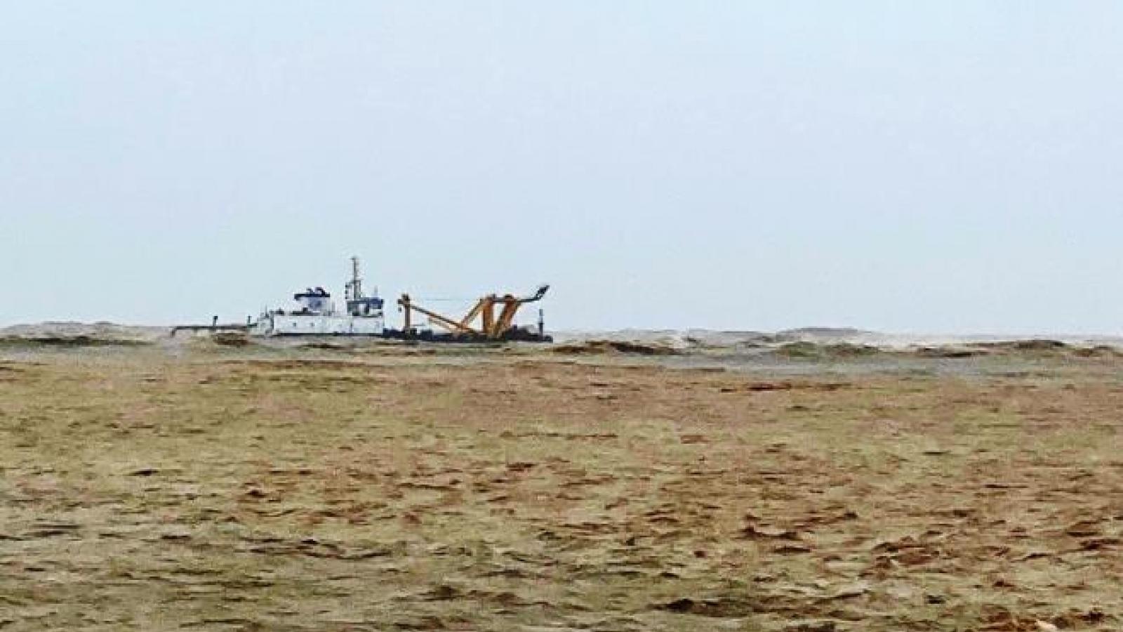 Quảng Trị: Ứng cứu được 1 thuyền viên, 11người vẫn mắc kẹt cùng tàu