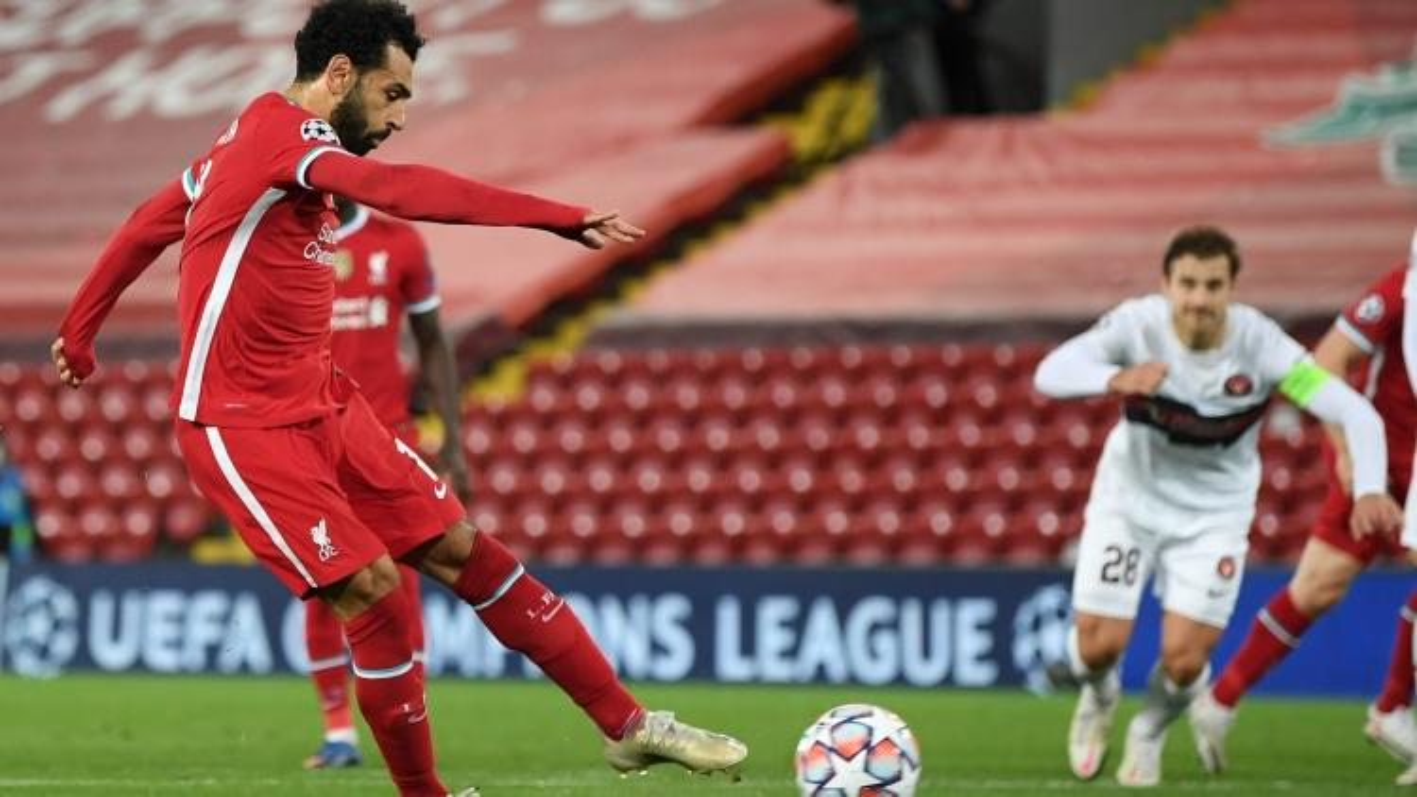 Salah lập công, Liverpool thằng nhẹ Midtjylland