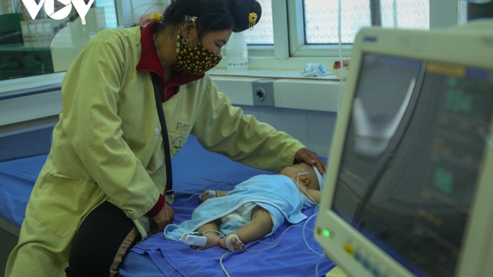 Yêu cầu Vĩnh Phúc, Sơn La làm rõ vụ trẻ tử vong và tai biến sau tiêm chủng