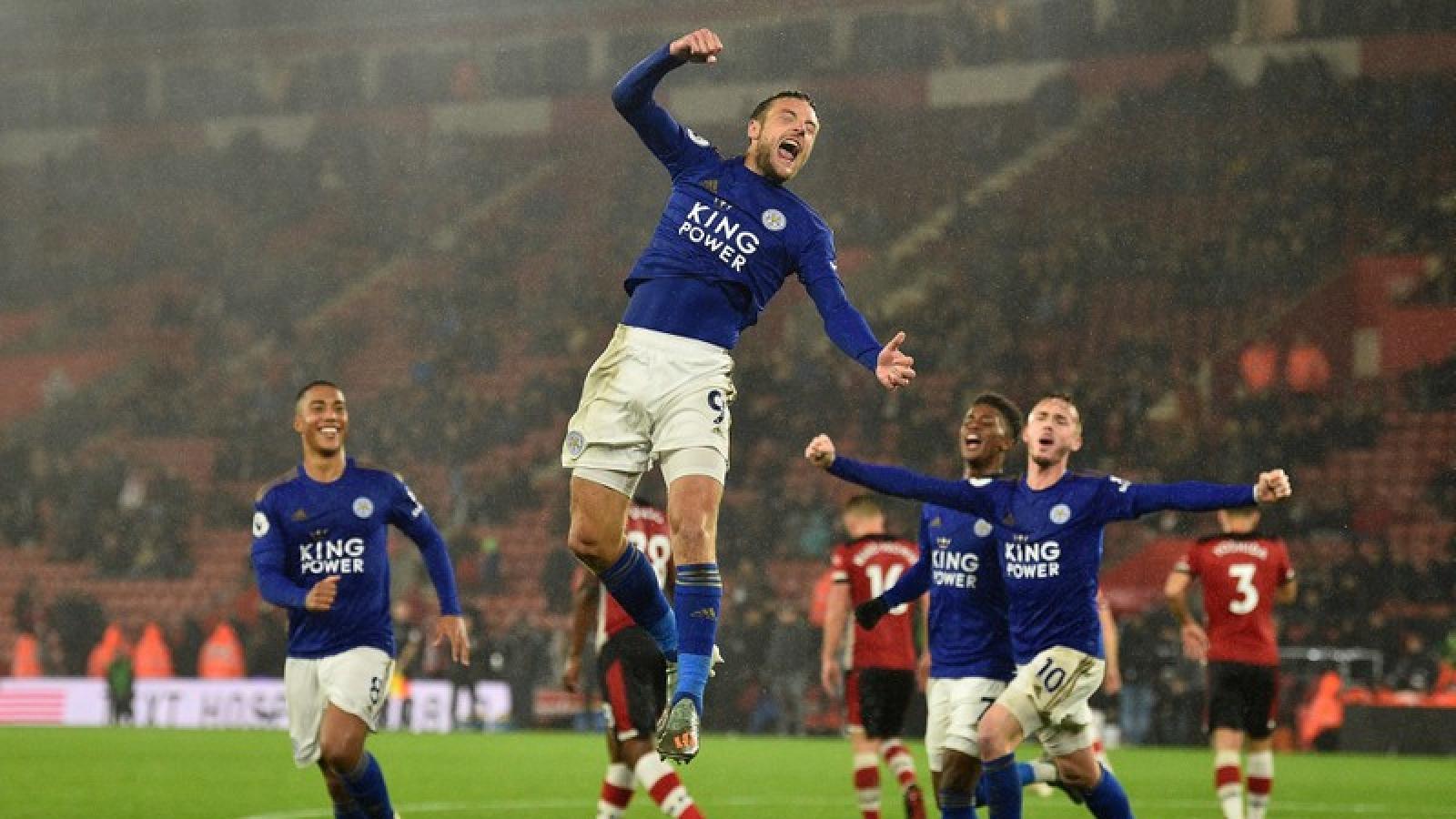 Ngày này năm xưa: Leicester lập kỷ lục không tưởng ở Ngoại hạng Anh