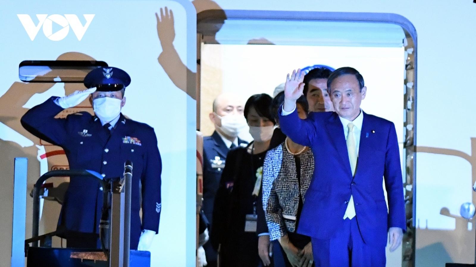 Japanese Prime Minister Suga Yoshihide arrives in Hanoi for official visit