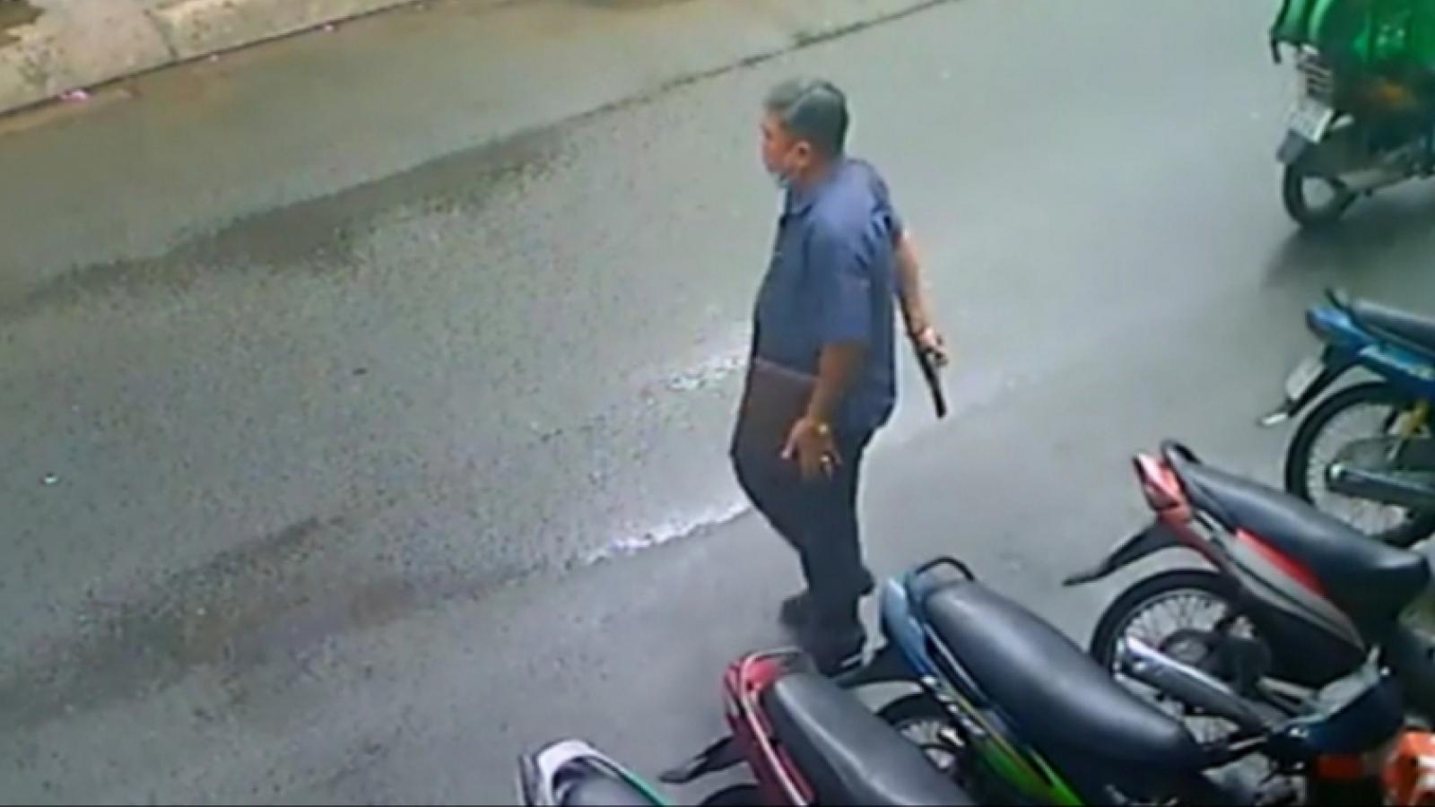 TPHCM: Người đàn ông rút súng thị uy trong khu dân cư, điều tra nguồn gốc khẩu súng