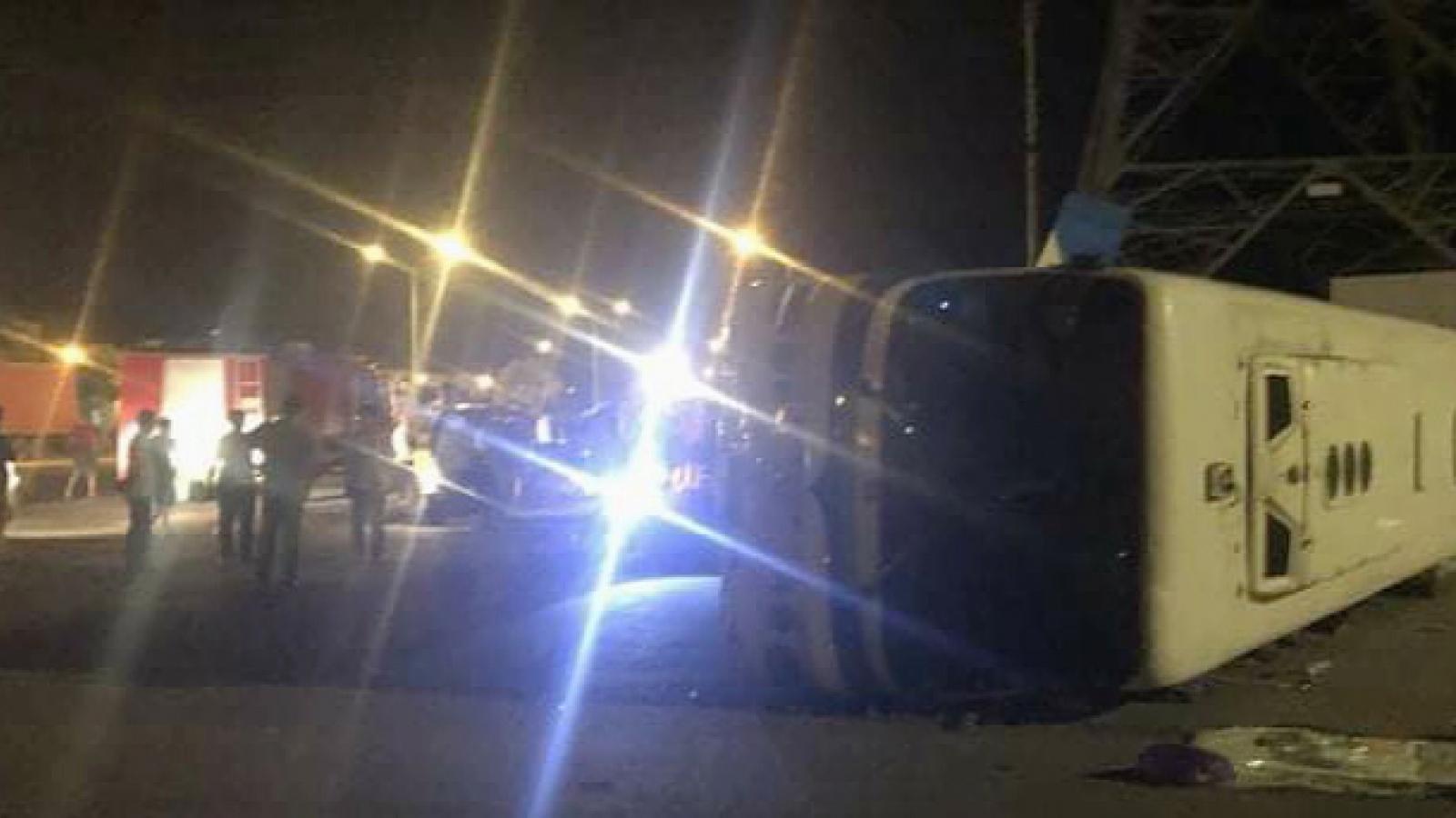 Lật xe chở công nhân tan ca khiến 1 người chết, 10 người bị thương
