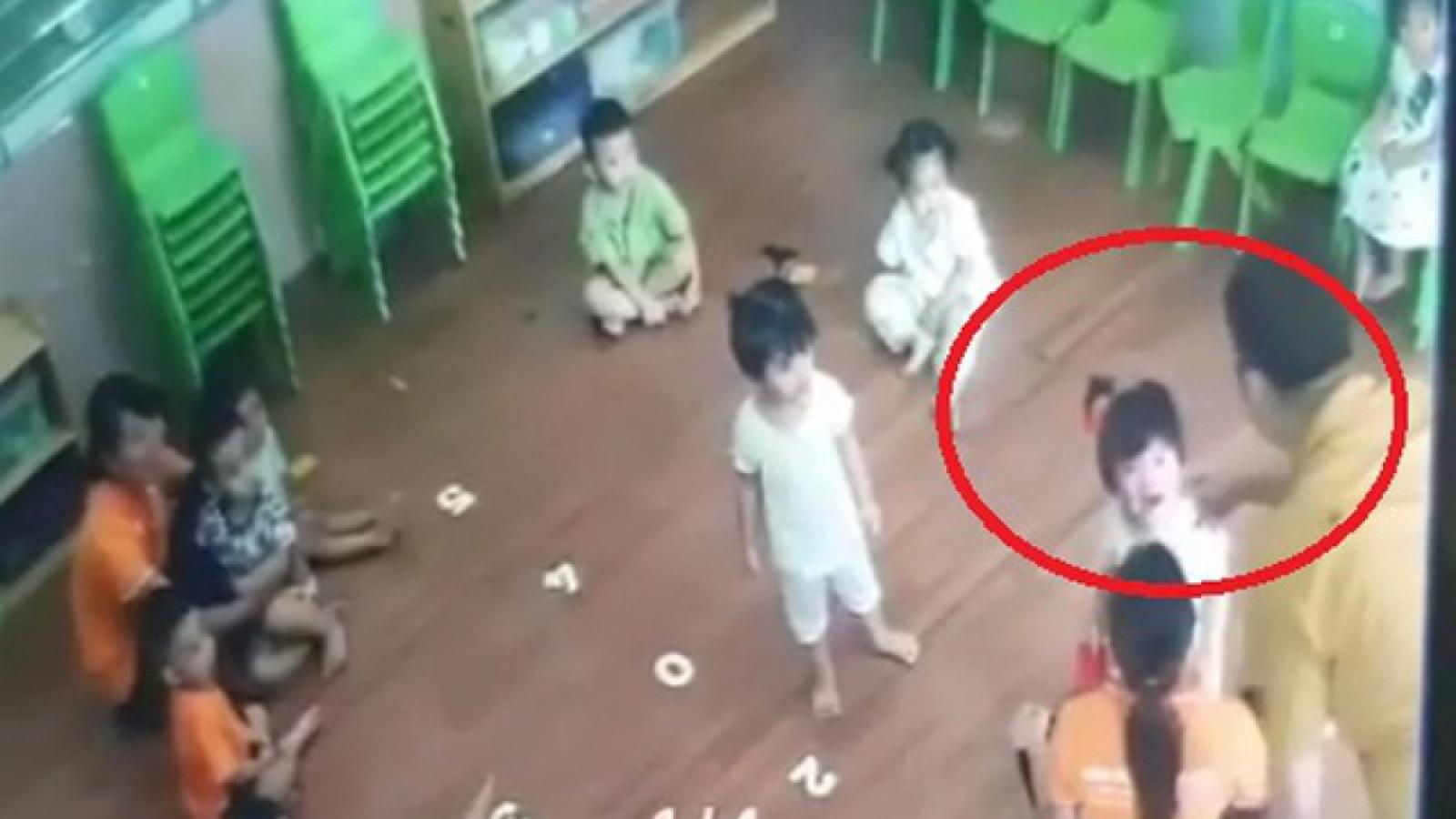 Nóng 24h: Người tát bé gái 2 tuổi ở Lào Cai làm việc với công an