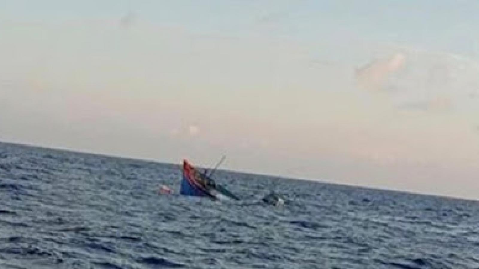 12 ngư dân Bình Định mất tích do tàu cá bị chìm