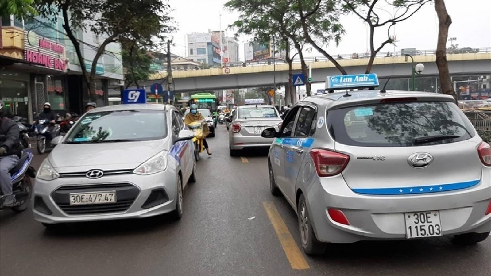 Có bằng lái vẫn yêu cầu chứng chỉ: Lo ngại gánh nặng lên người lái xe