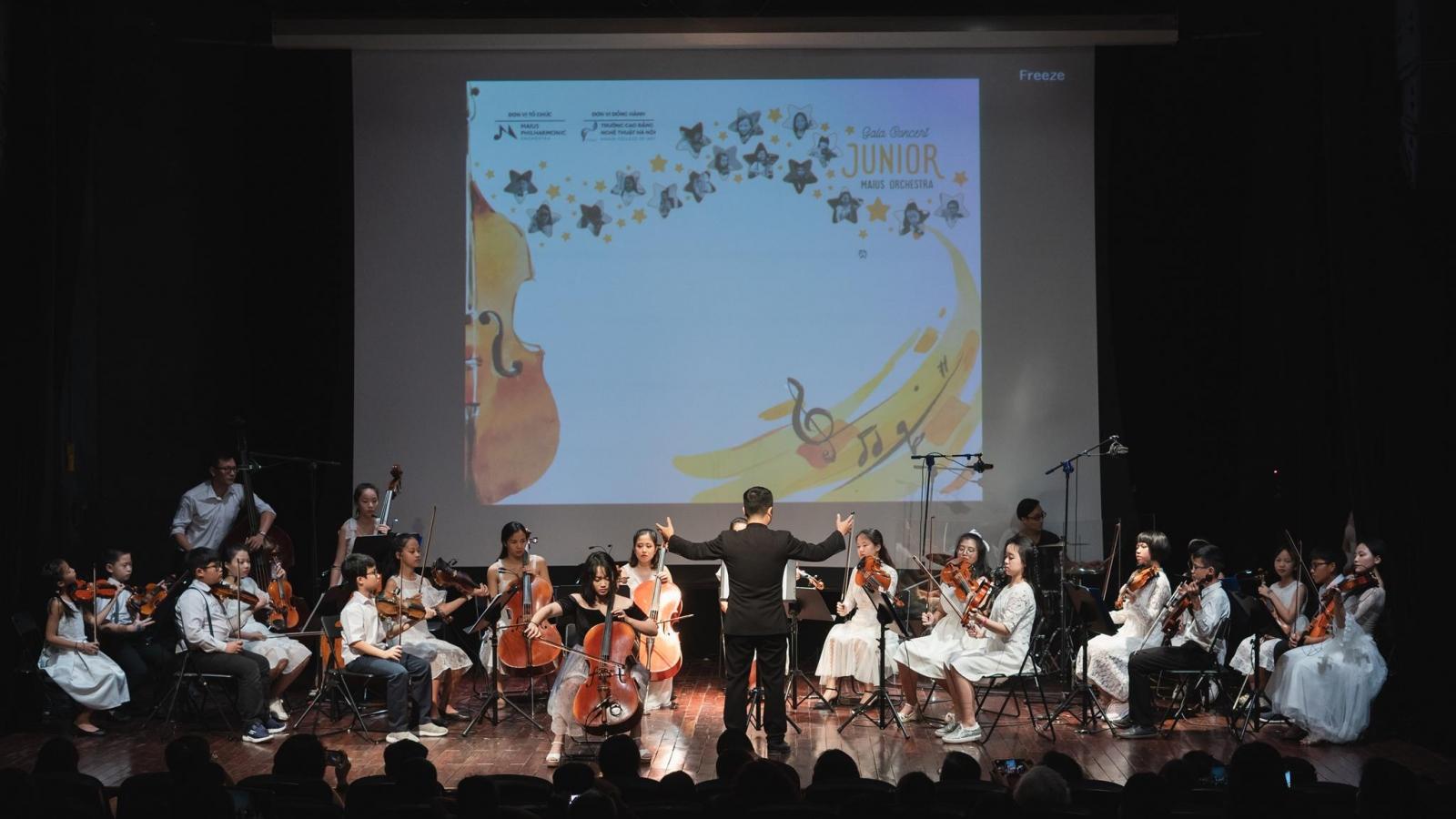 Dàn nhạc Giao hưởng nhí đầu tiên của Việt Nam biểu diễn gây quỹ ủng hộ miền Trung