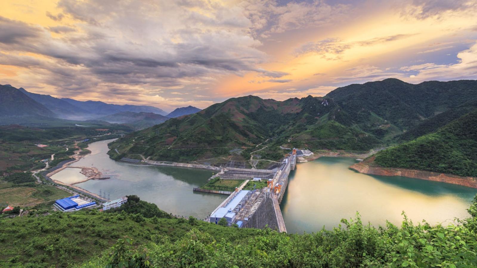 Hôm nay, Công ty Thủy điện Sơn La cán mốc 100 tỷ kWh điện