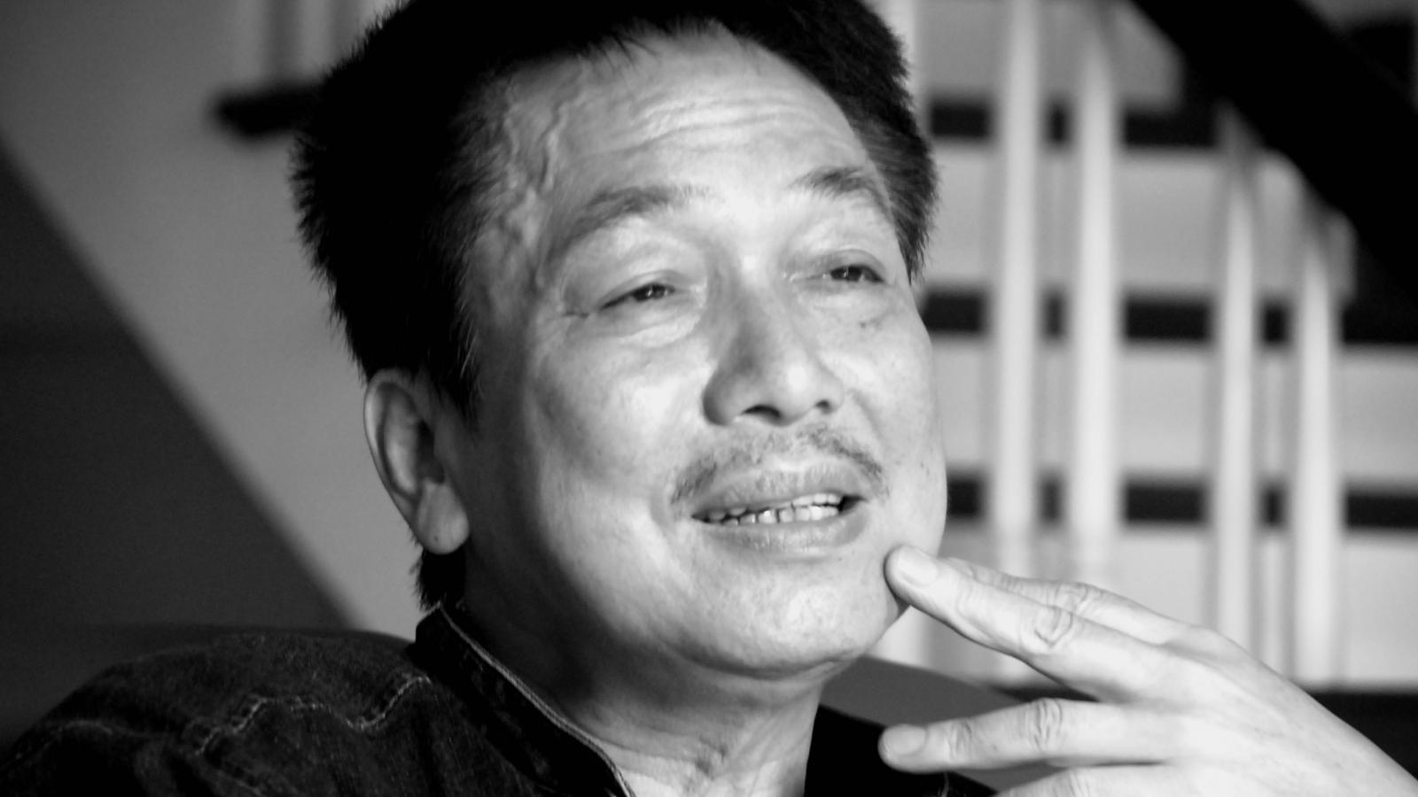 Vợ nhạc sĩ Phú Quang bật khóc khi thay chồng nhận Giải Bùi Xuân Phái - Vì tình yêu Hà Nội