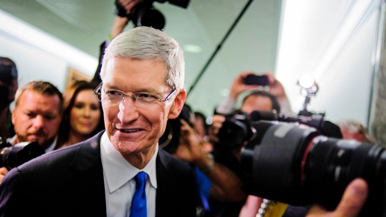 """CEO Tim Cook được Applethưởng """"khủng"""""""