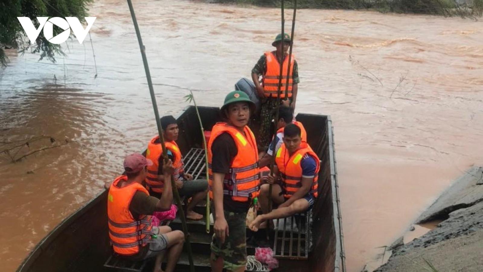 Các địa phương khẩn trương đối phó mưa lũ lớn gây nhiều thiệt hại về người và tài sản