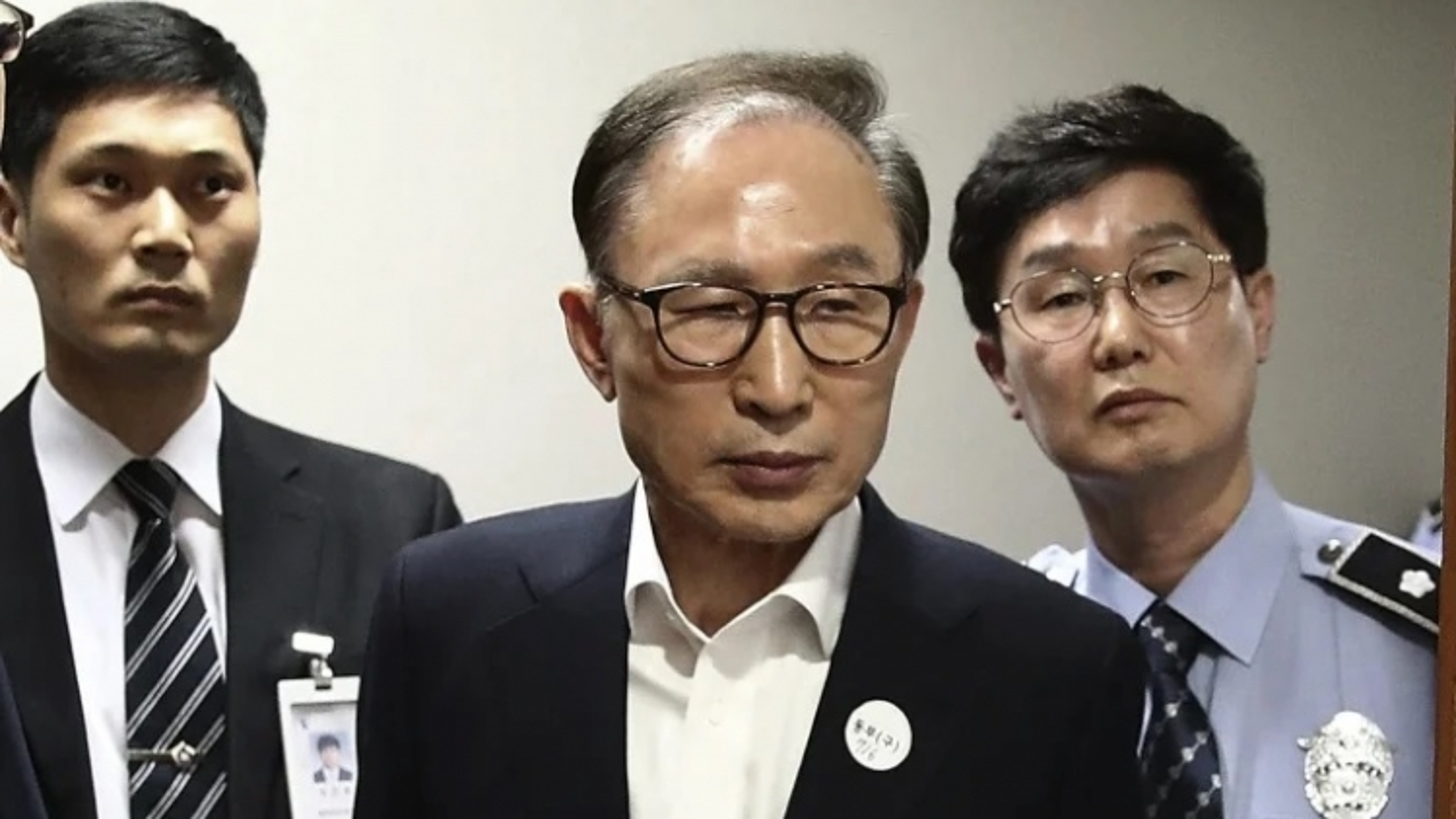 Cựu Tổng thống Hàn Quốc Lee Myung-bak bị y án 17 năm tù giam