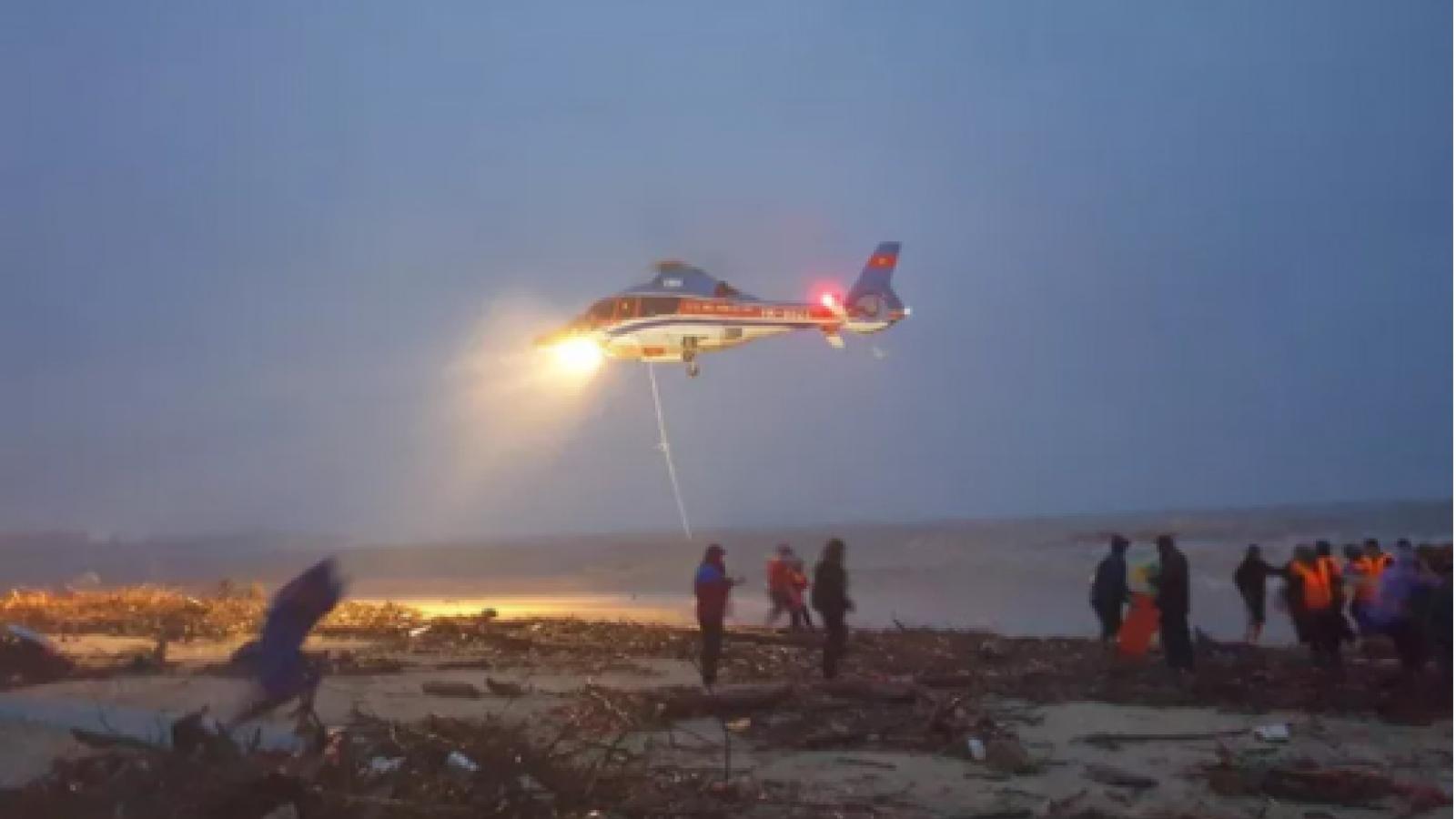 Điều trực thăng vào Quảng Trị để cứu hộ thuyền viên tàu Vietship 01