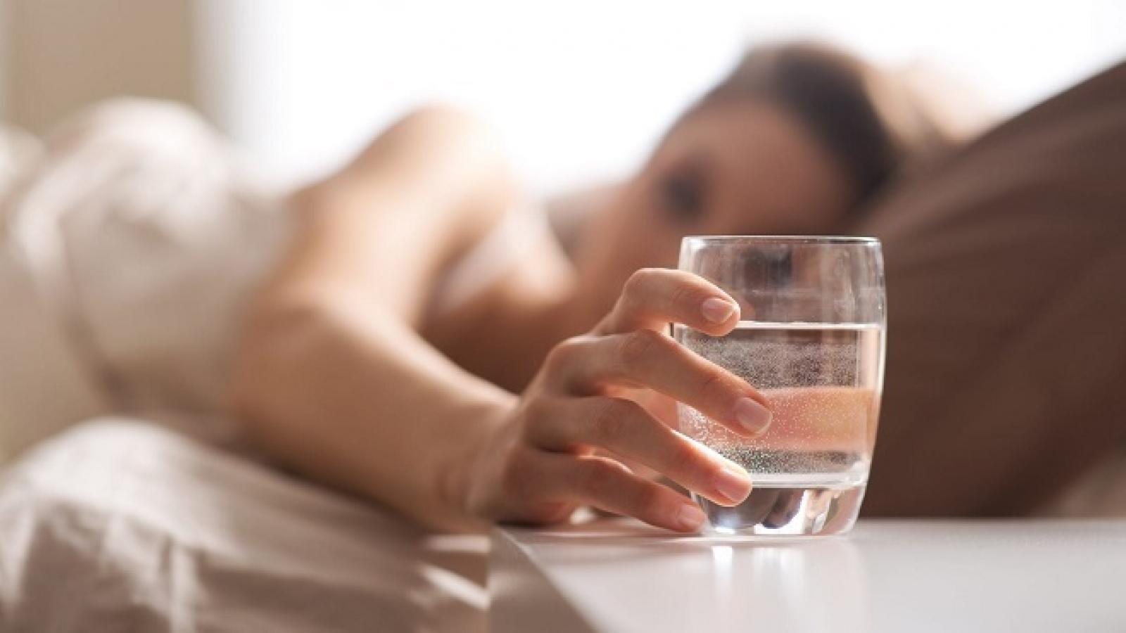 Lợi ích tuyệt vời khi uống nước vào buổi sáng khi ngủ dậy