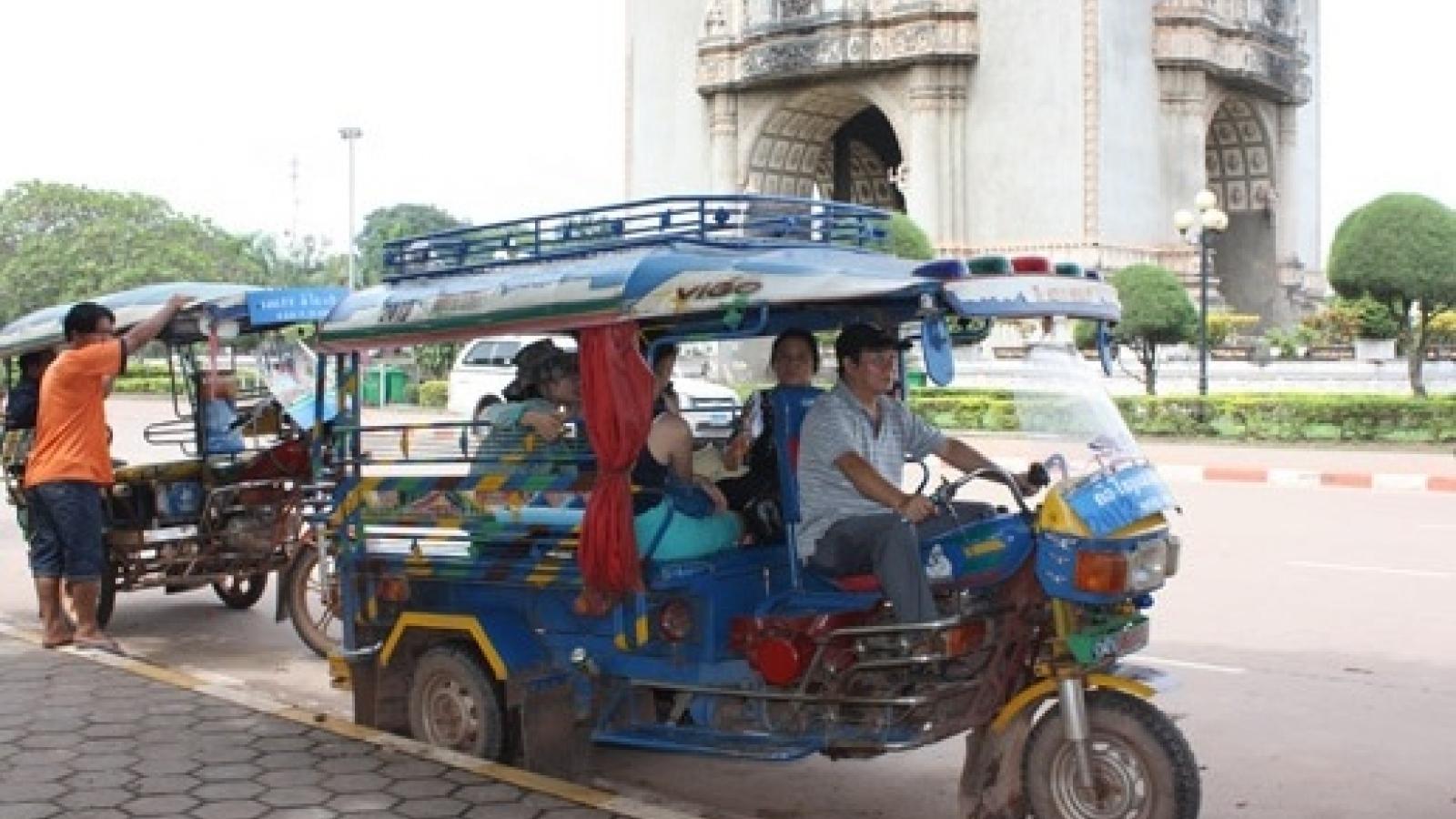 Người Việt tại thủ đô Lào vận động quyên góp ủng hộ đồng bào vùng lũ miền Trung