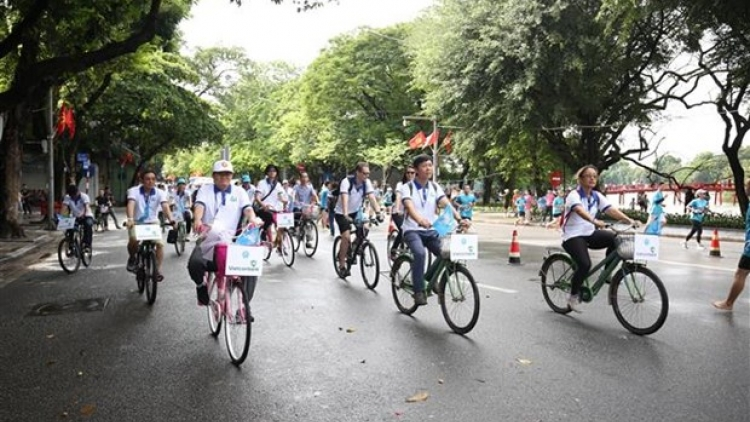 Hanoi cycling journey helps raise awareness on environment protection