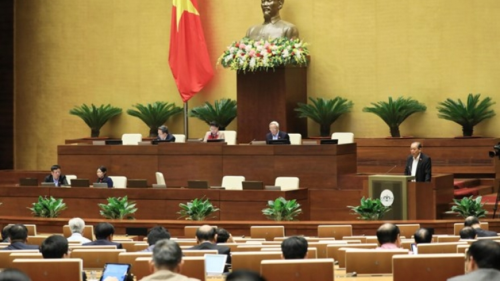 Legislators debate anti-corruption efforts