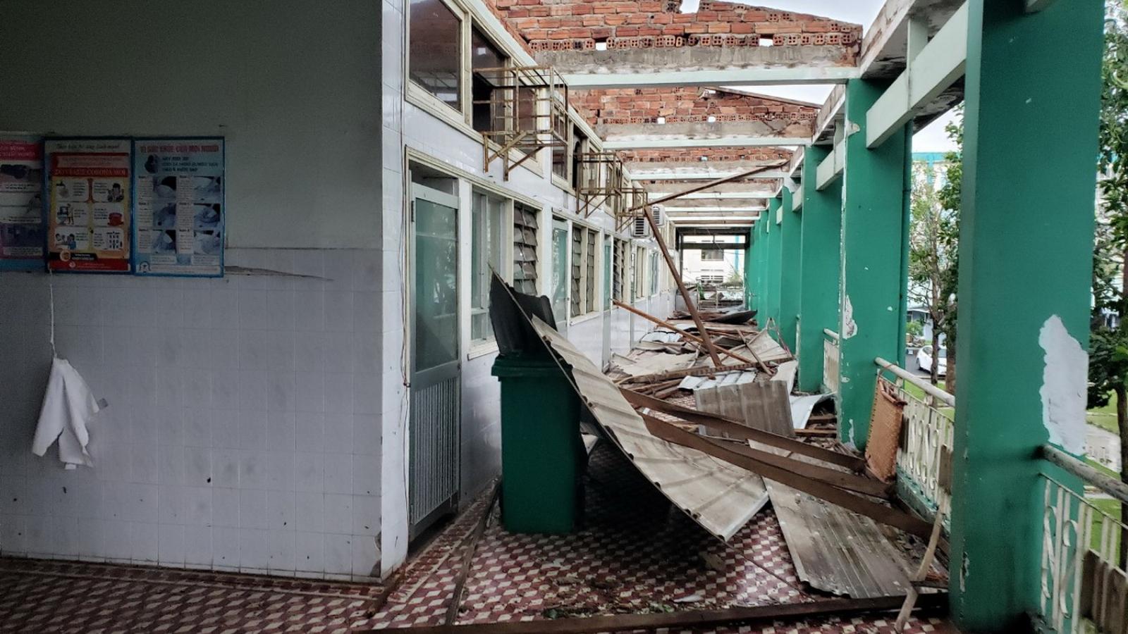 Bão số 9 vừa tan, các tỉnh miền Trung ứng phó với ngập lụt
