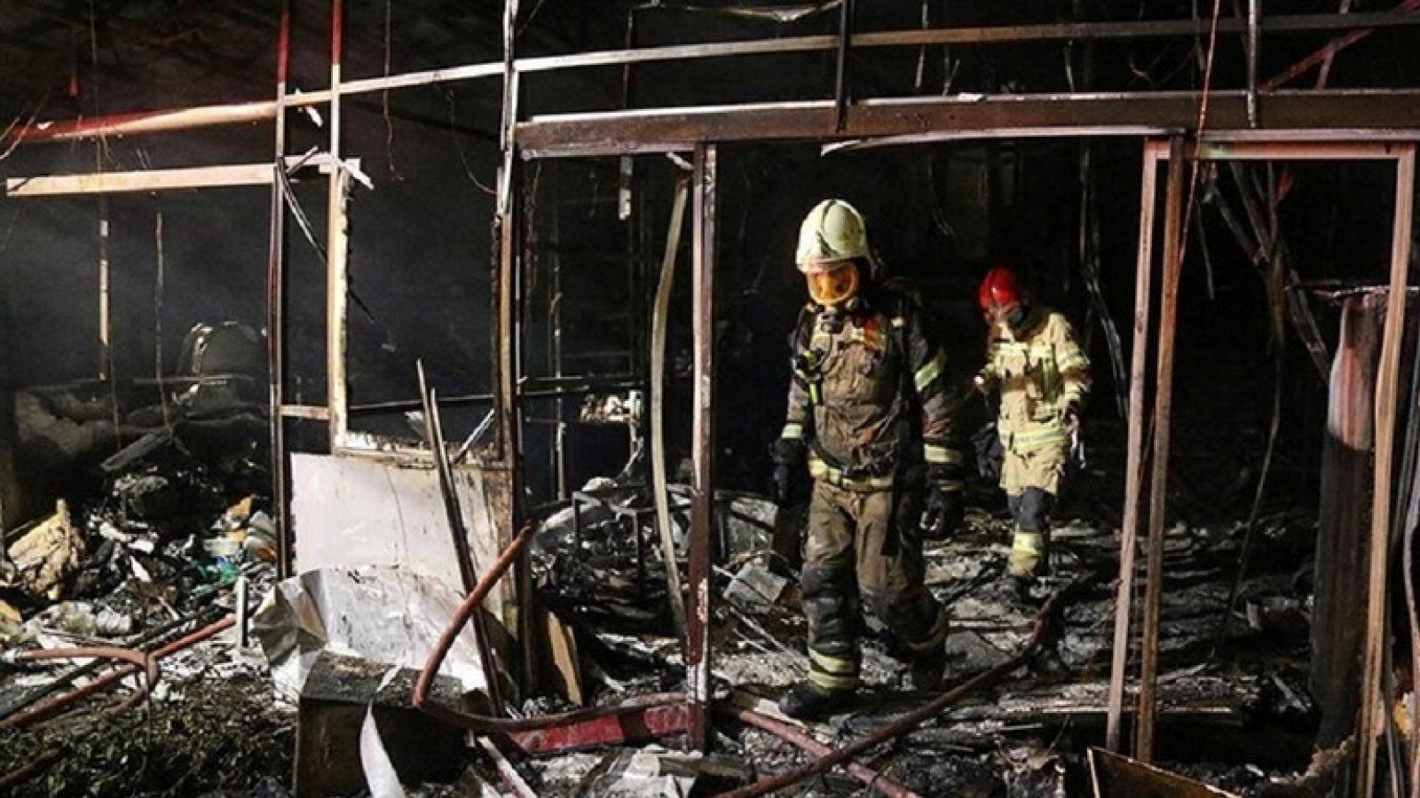 Một vụ nổ lớn tại nhà máy dầu ở thành phố Razi (Iran)