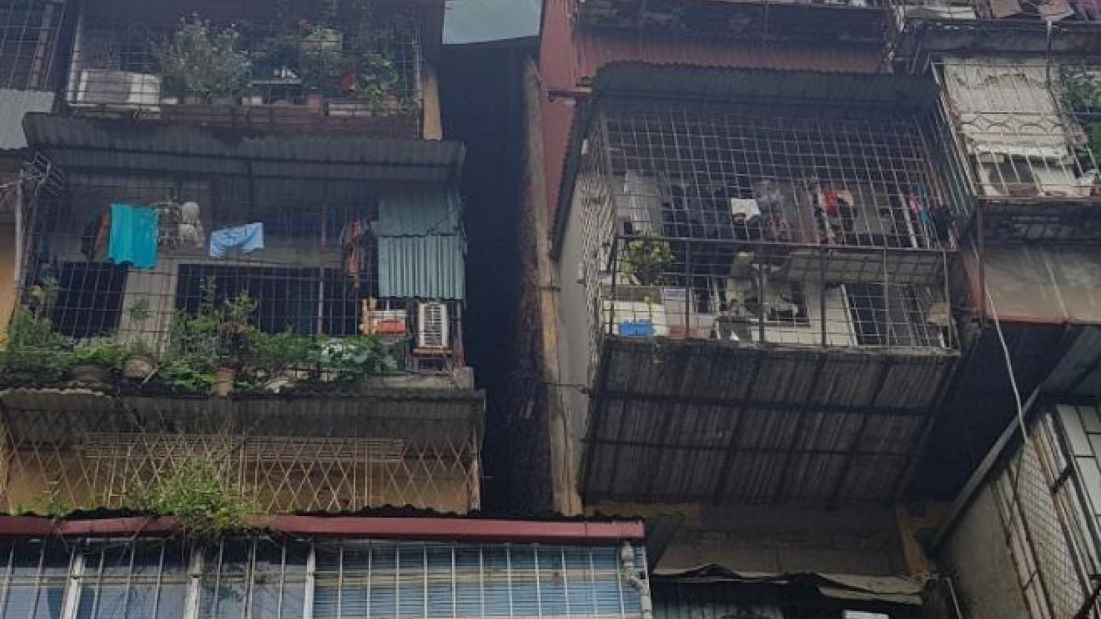 Hà Nội kiên quyết di dời dân ra khỏi chung cư cũ cấp độ D