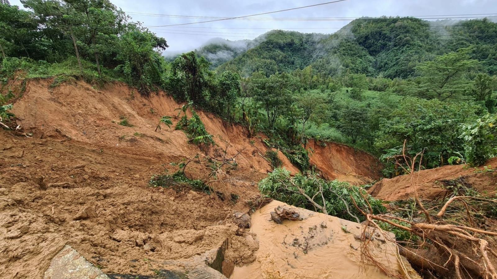 Tổng số người chết và mất tích do mưa lũ là 134: Công tác cứu trợ đang được đẩy mạnh