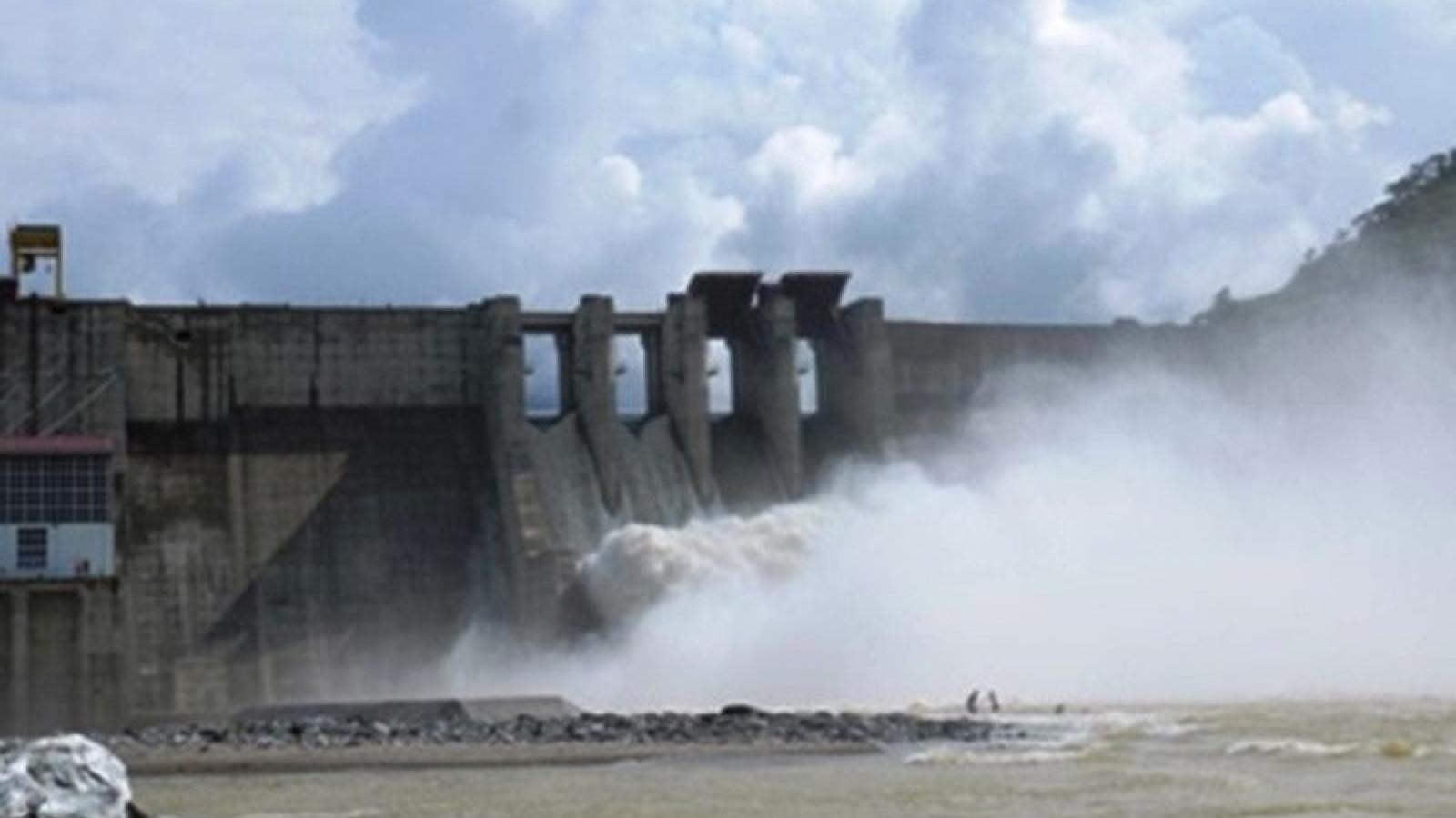 Nhà máy thủy điện Bắc Hà xả lũ