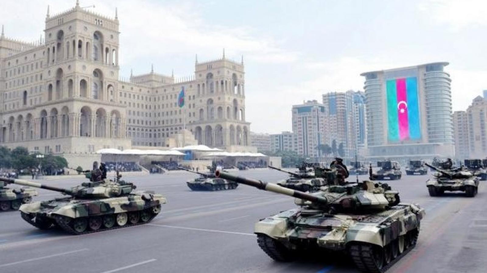 Truyền thông Nga nghi Ukraine viện trợ 240 tấn vũ khí đạn dược cho Azerbaijan