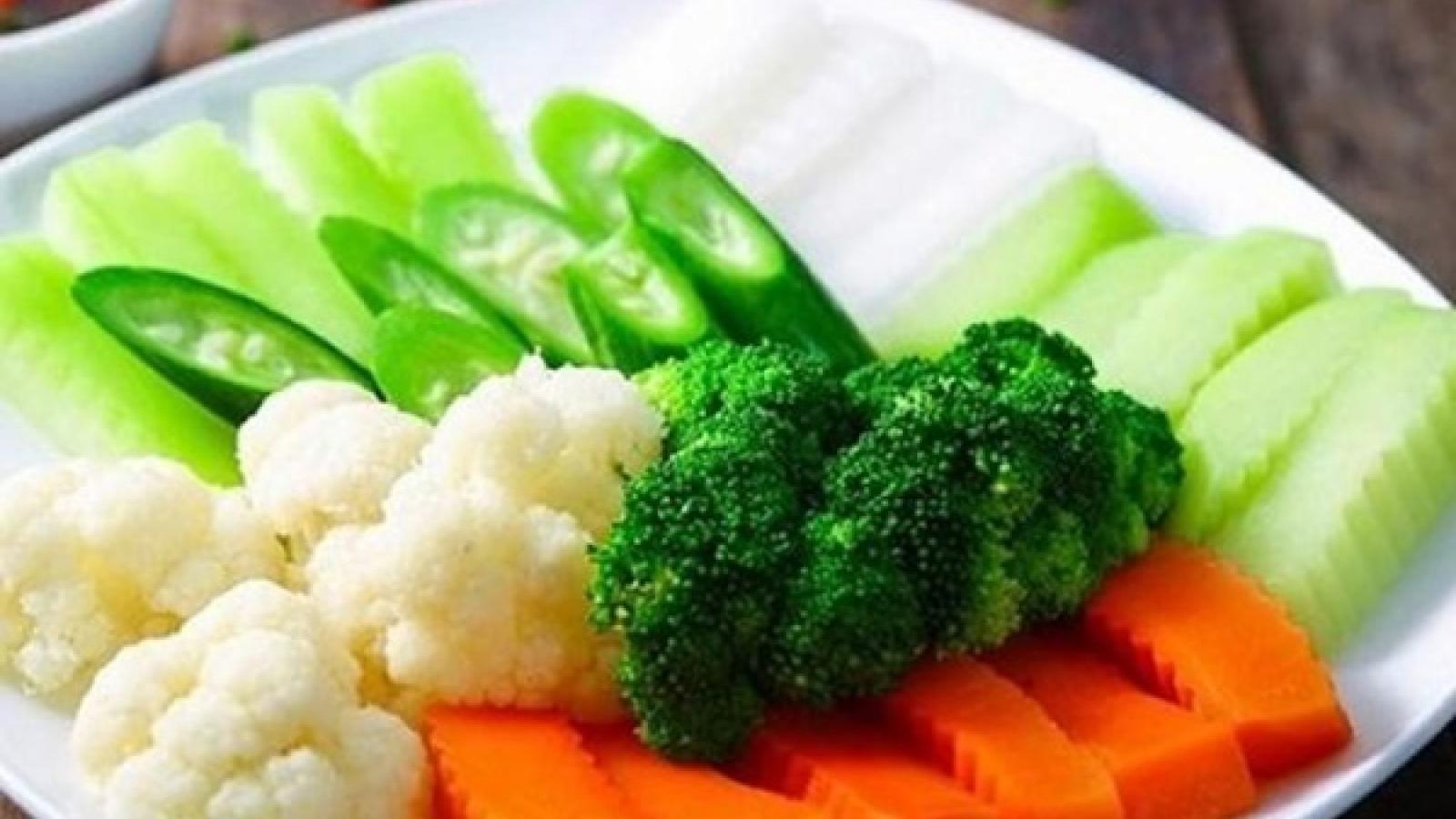6 mẹo đơn giản để món rau luộc giữ màu xanh tươi