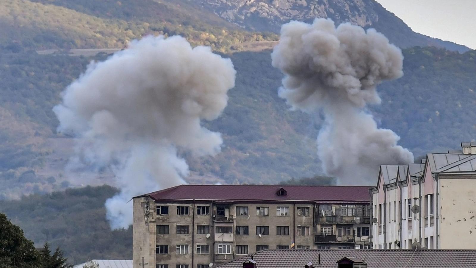 Ảnh: Thủ phủ của vùng Nagorno-Karabakh dưới hỏa lực bắn phá của đối phương