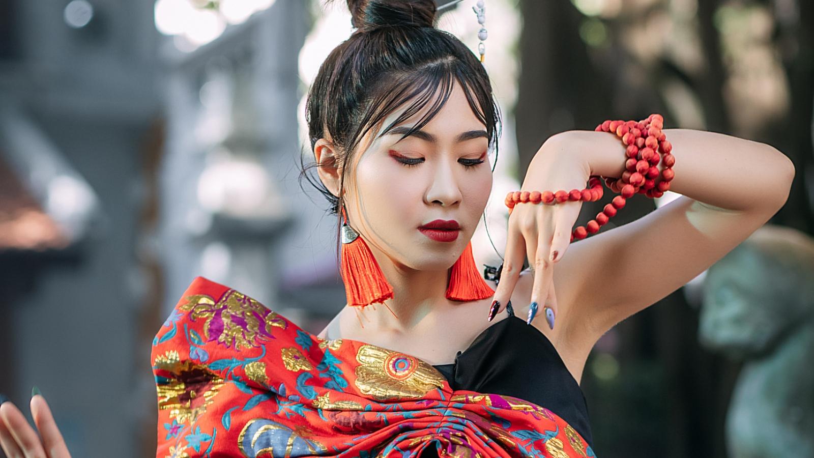 Bất ngờ với bản xẩm pha rap và EDM của ca sĩ Hà Myo