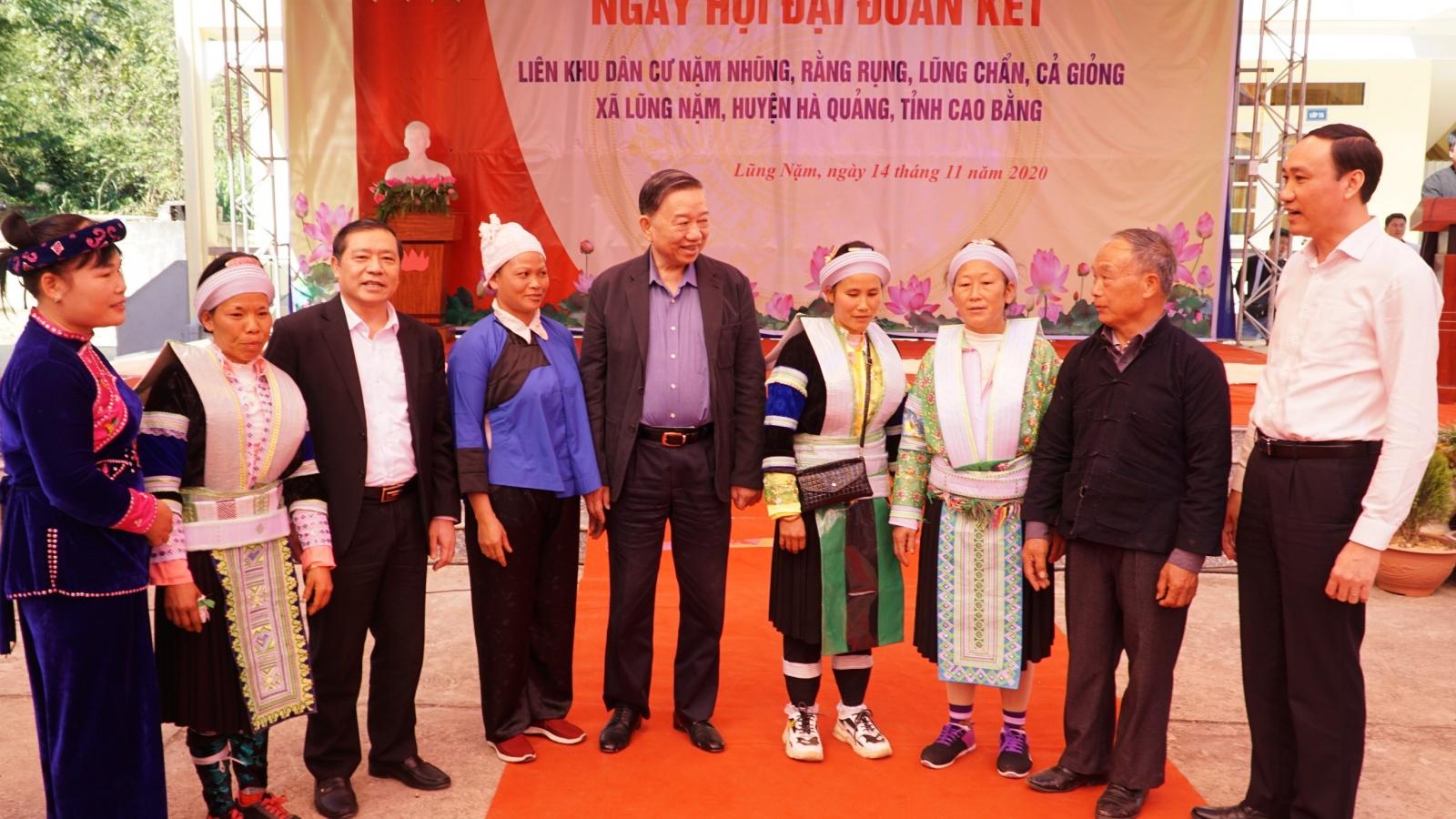 Bộ trưởng Bộ Công an dự ngày hội đại đoàn kết tại Cao Bằng