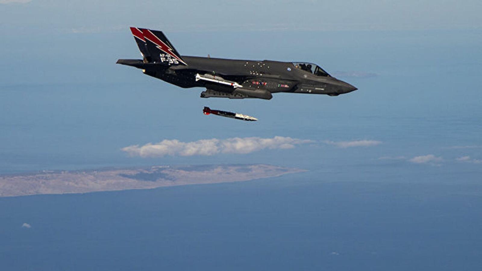 Video: Tiêm kích tàng hình F-35 ném thử bom hạt nhân B61-12