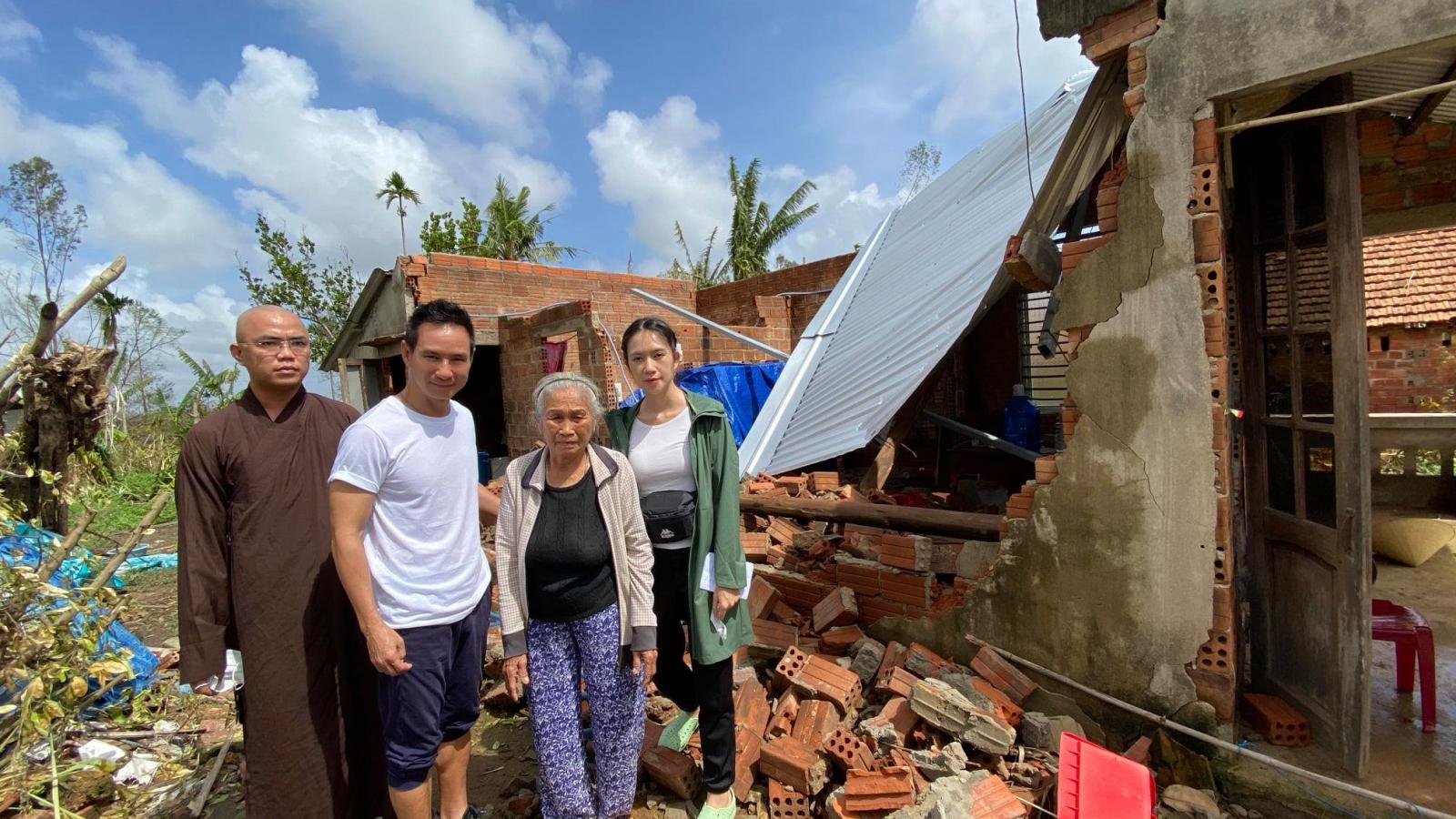 Vợ chồng Lý Hải - Minh Hà Hỗ trợ 100 nhà bị sập và hư hỏng do bão số 9