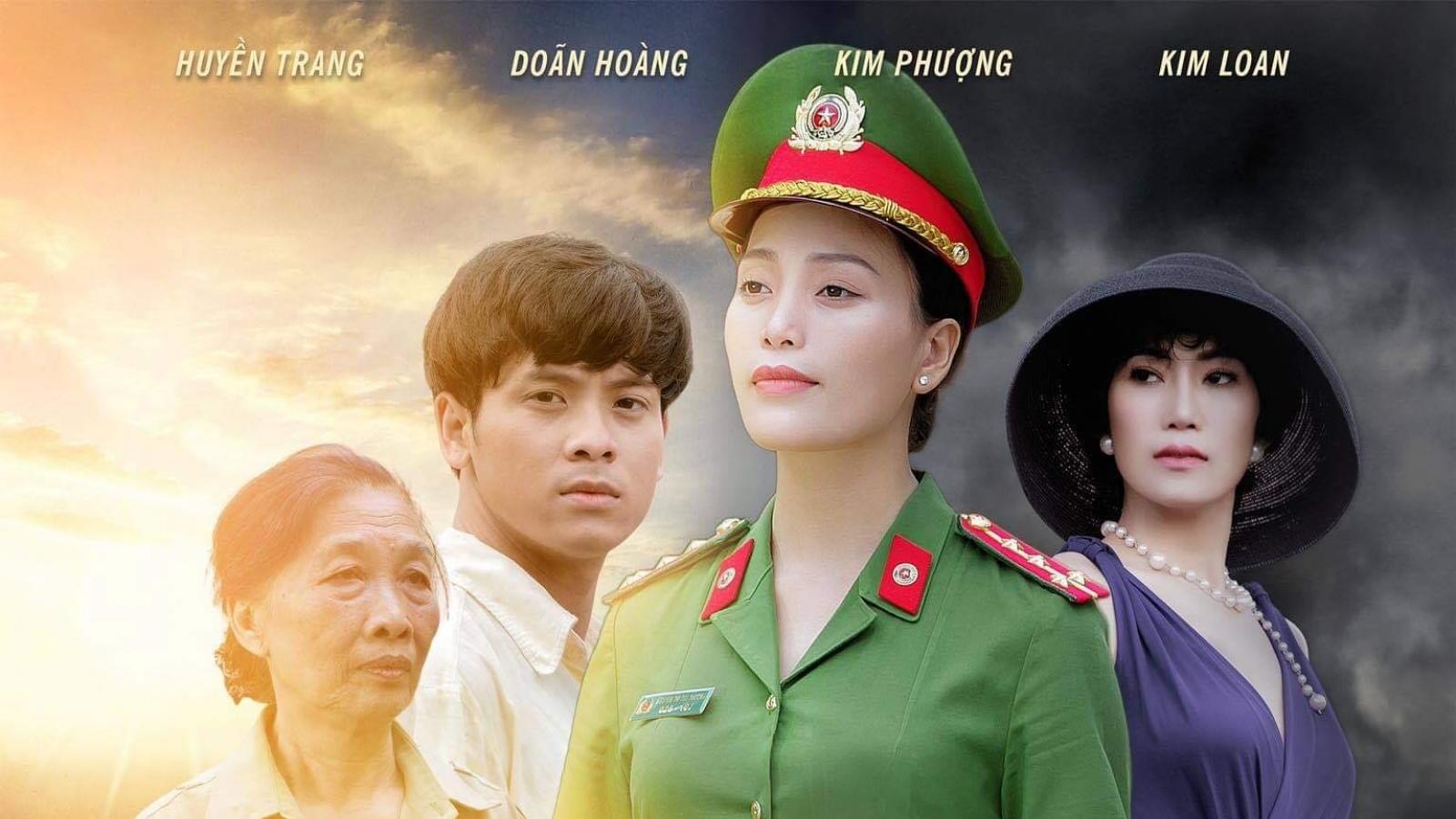 """Sao Mai Huyền Trang """"hoá"""" thành cảnh sát hình sự trong phim ca nhạc """"Nắng lên bên mẹ"""""""