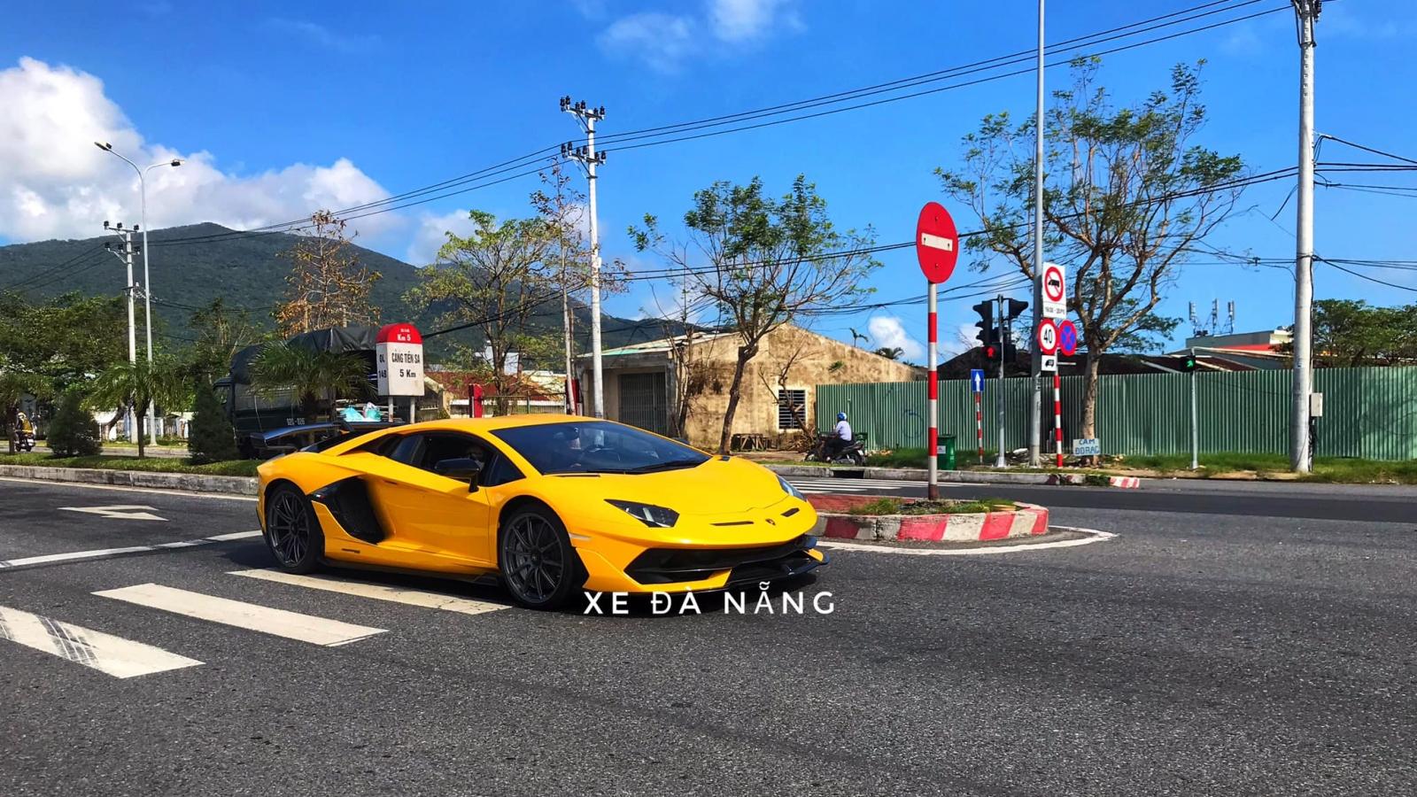 """Cận cảnh siêu phẩm Lamborghini Aventador SVJ vừa """"cập bến"""" Việt Nam"""