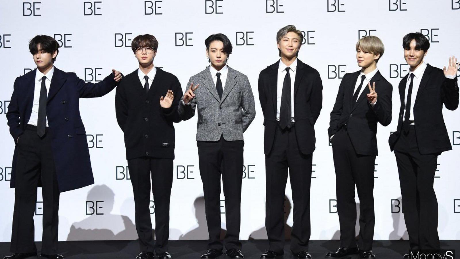 """BTS gây sốt với vẻ ngoài lịch lãm tại họp báo ra mắt album """"BE"""""""