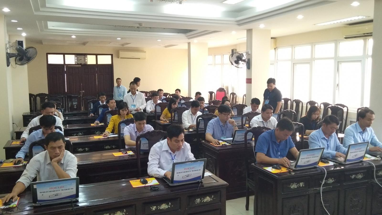 Cán bộ, công chức cấp xã ở Thanh Hóa thi ứng dụng công nghệ thông tin