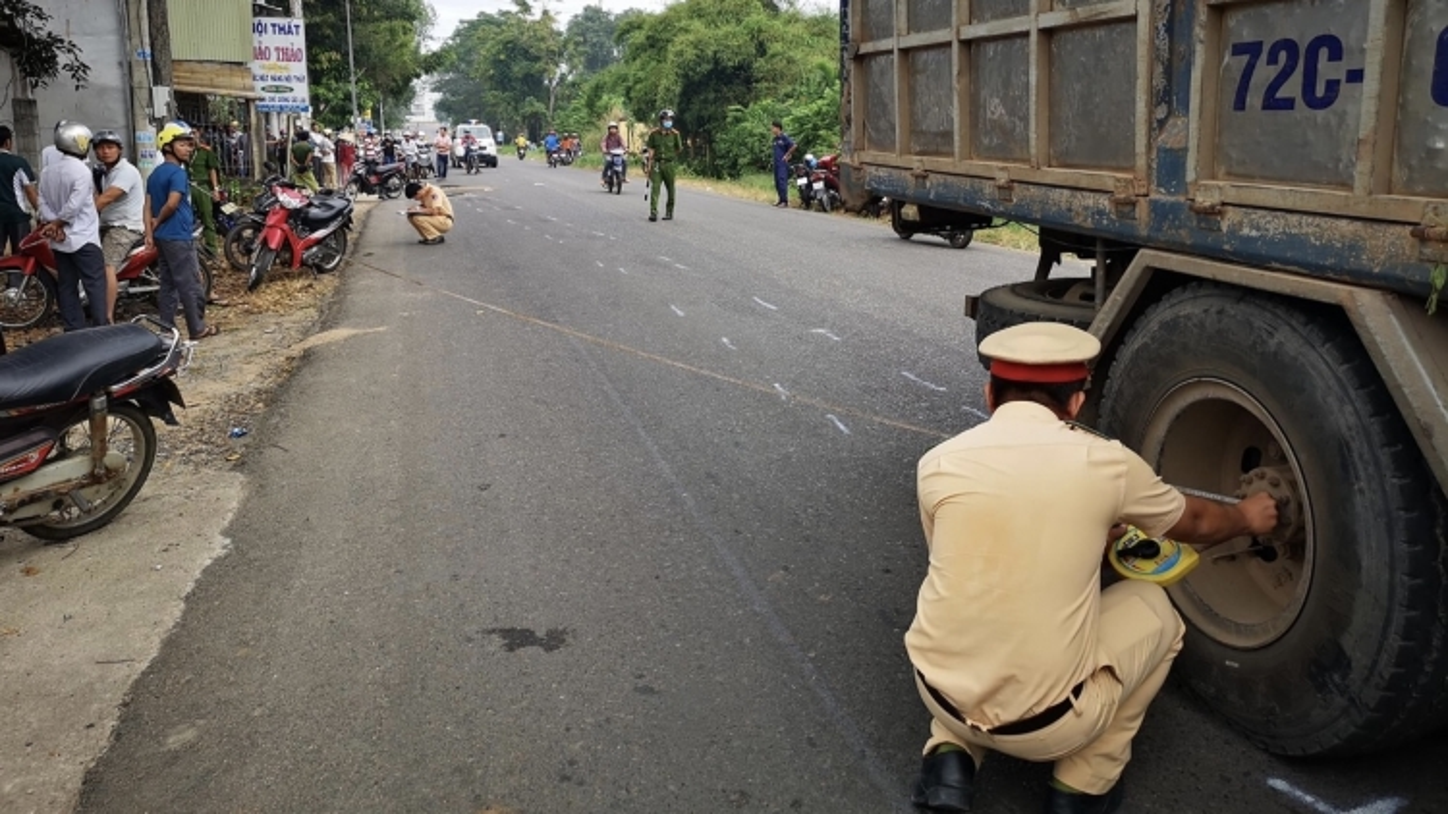 Hai nữ sinh trung học tử vong thương tâm sau cú va chạm với xe tải