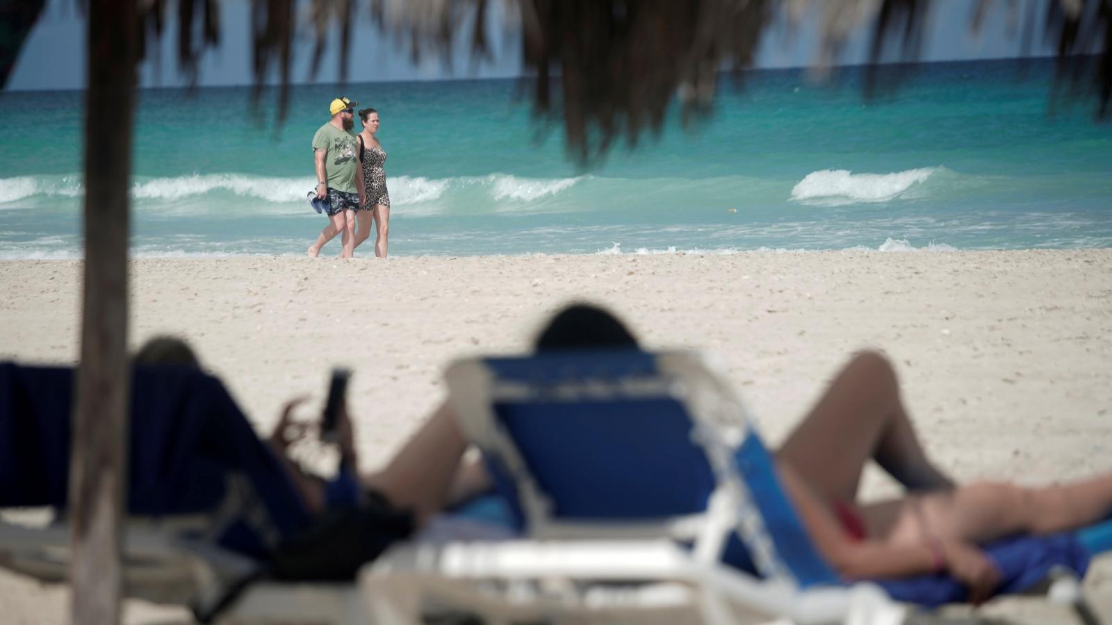 Khách Đức đổ xô đến Cuba để trốn sự ngột ngạt