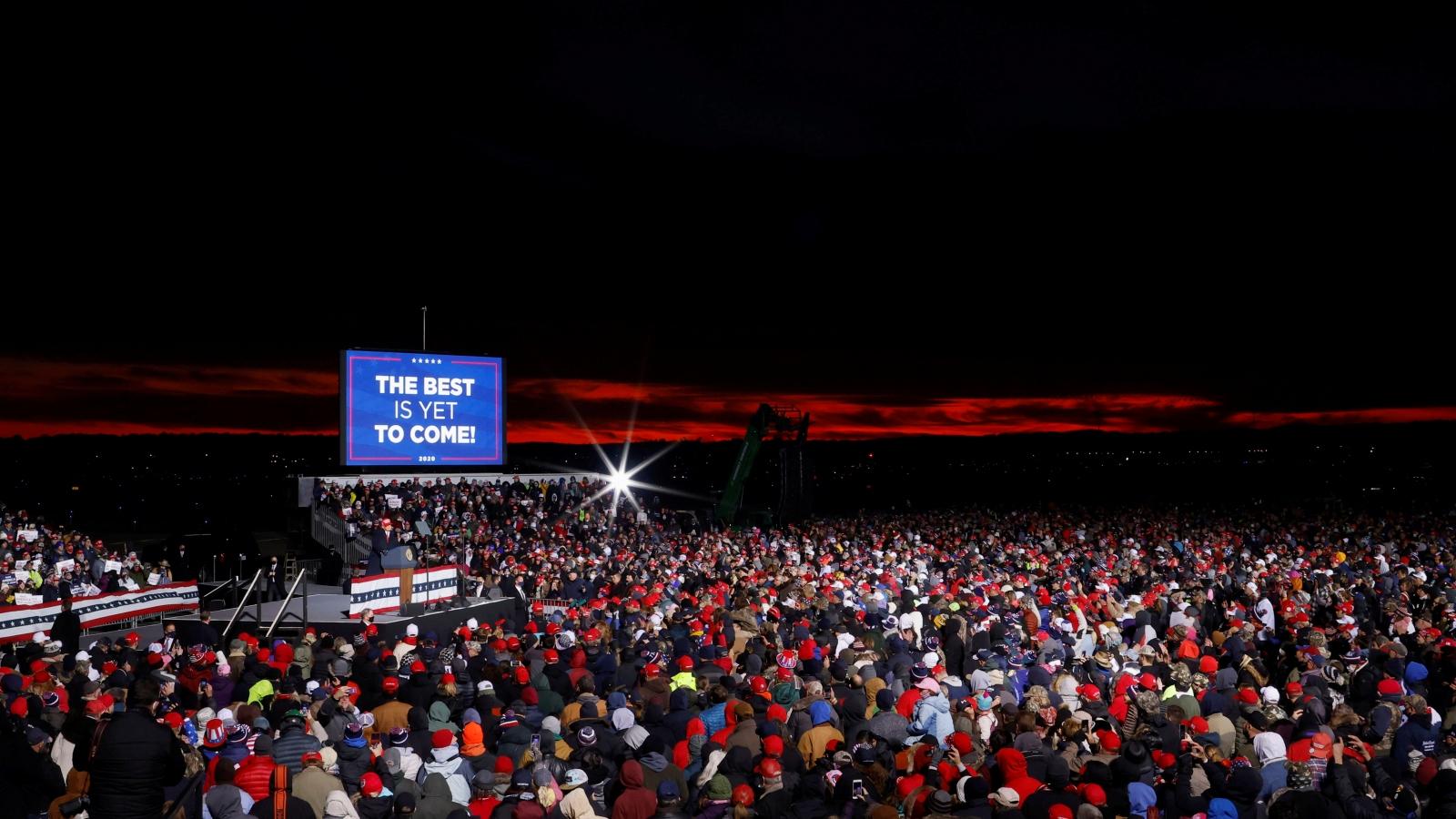 Bầu cử tổng thống Mỹ trước giờ G: Trump hay Biden?