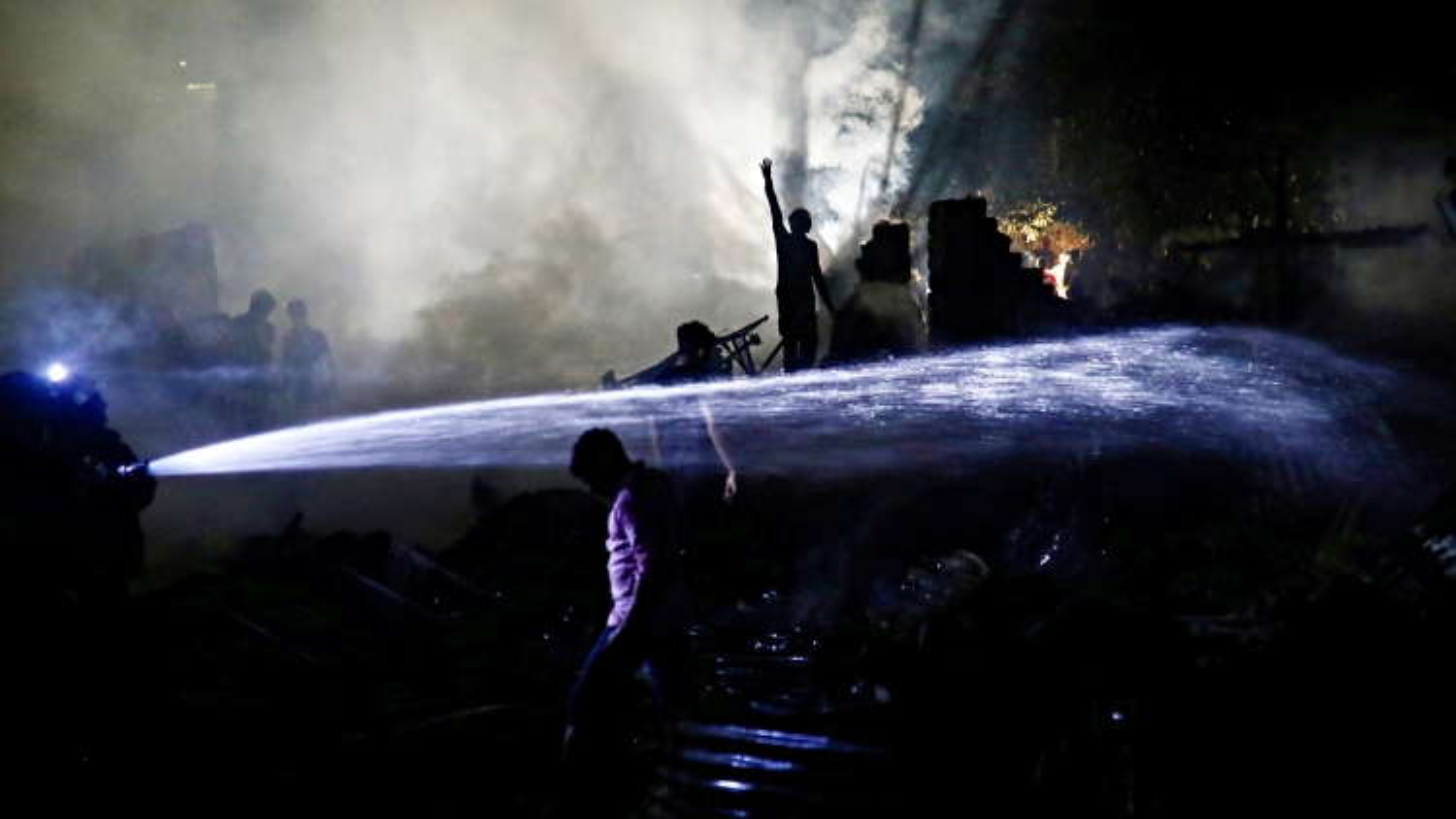Cháy lớn tàn phá khu ổ chuột tại thủ đô Bangladesh