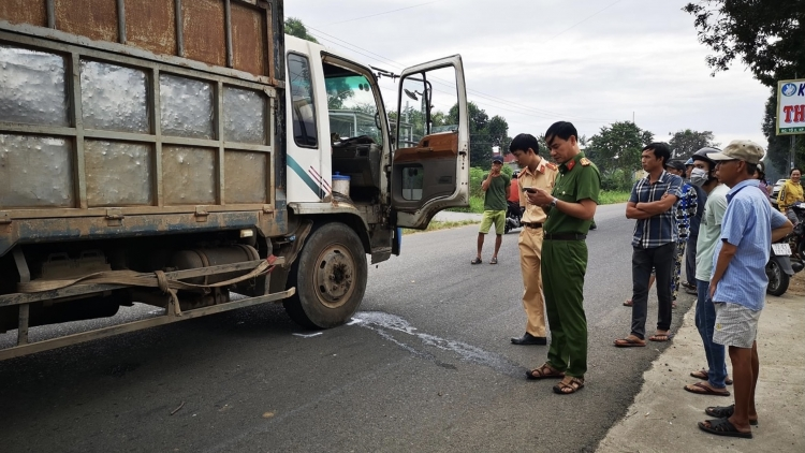 Va chạm với xe tải, 2 nữ sinh tử vong thương tâm trên đường tới trường