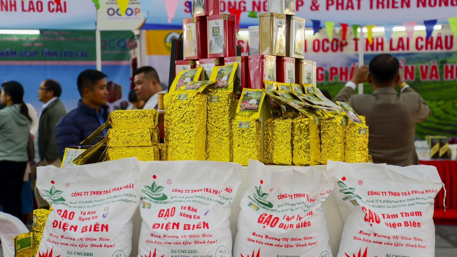 """Hàng trăm sản phẩm OCOP của 12 tỉnh miền núi phía Bắc """"so tài"""" tại Điện Biên"""
