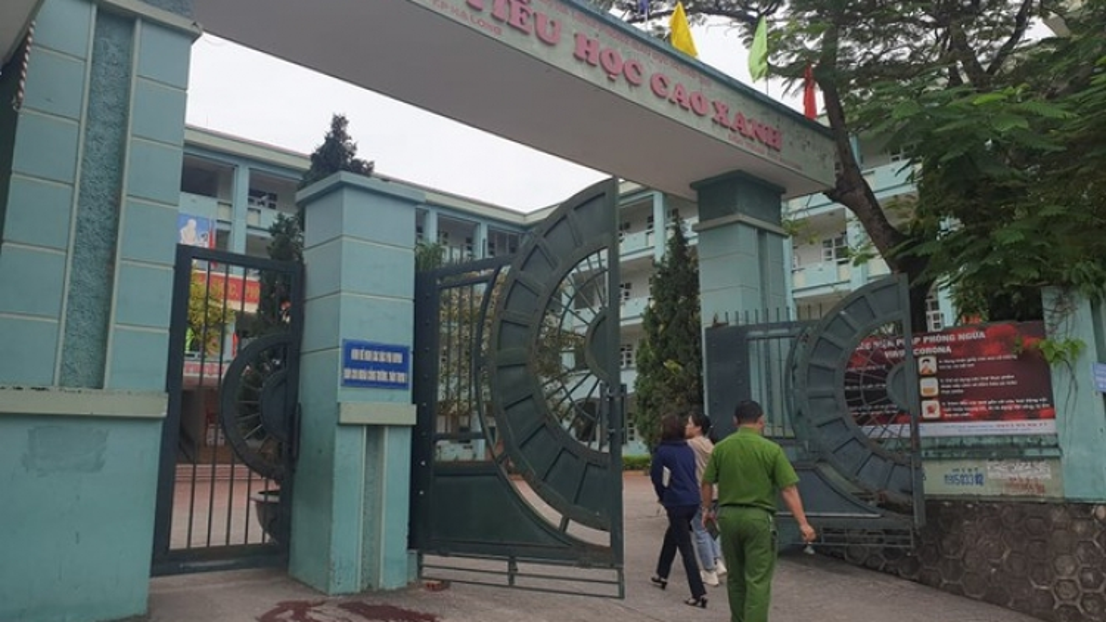 Quảng Ninh: Phụ huynh ẩu đả trước cổng trường học, một người bị đâm trọng thương