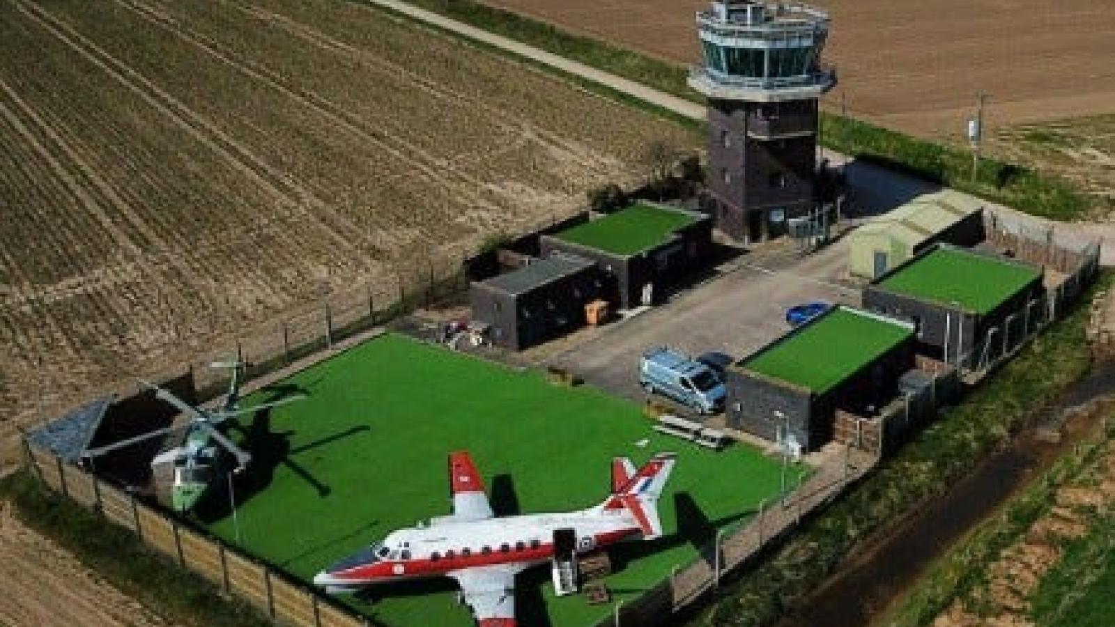 """Bên trong """"khách sạn"""" trực thăng có một không hai tại Anh"""