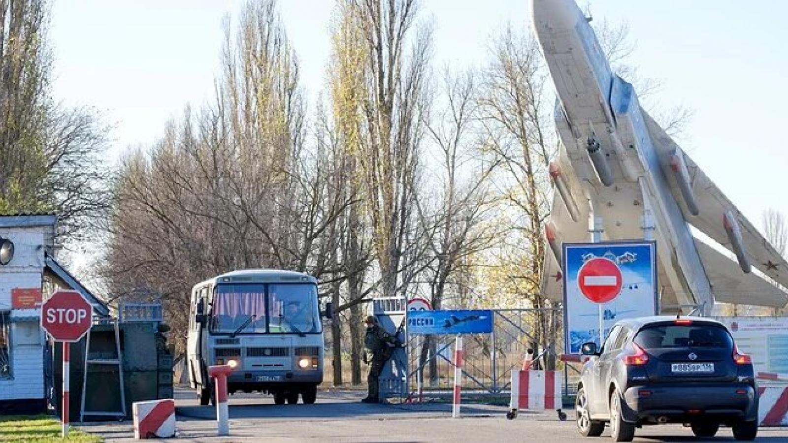 Ba quân nhân thiệt mạng trong vụ xả súng tại sân bay gần Voronezh (Nga)