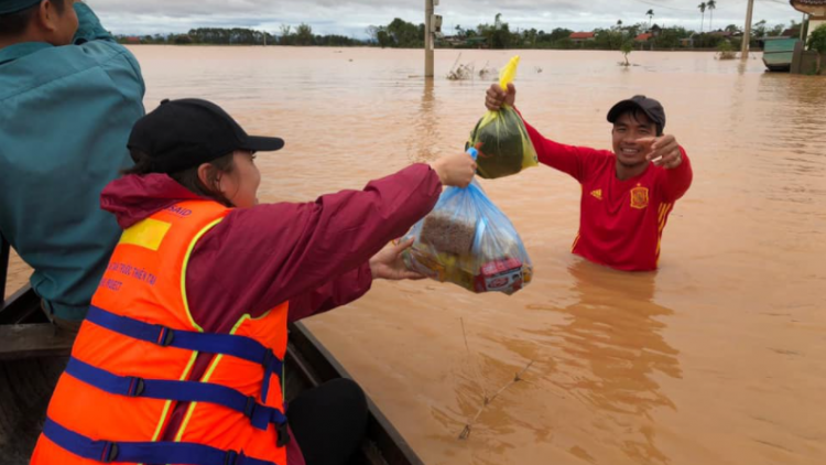 Disaster relief: When foreign friends show kind support to Vietnam