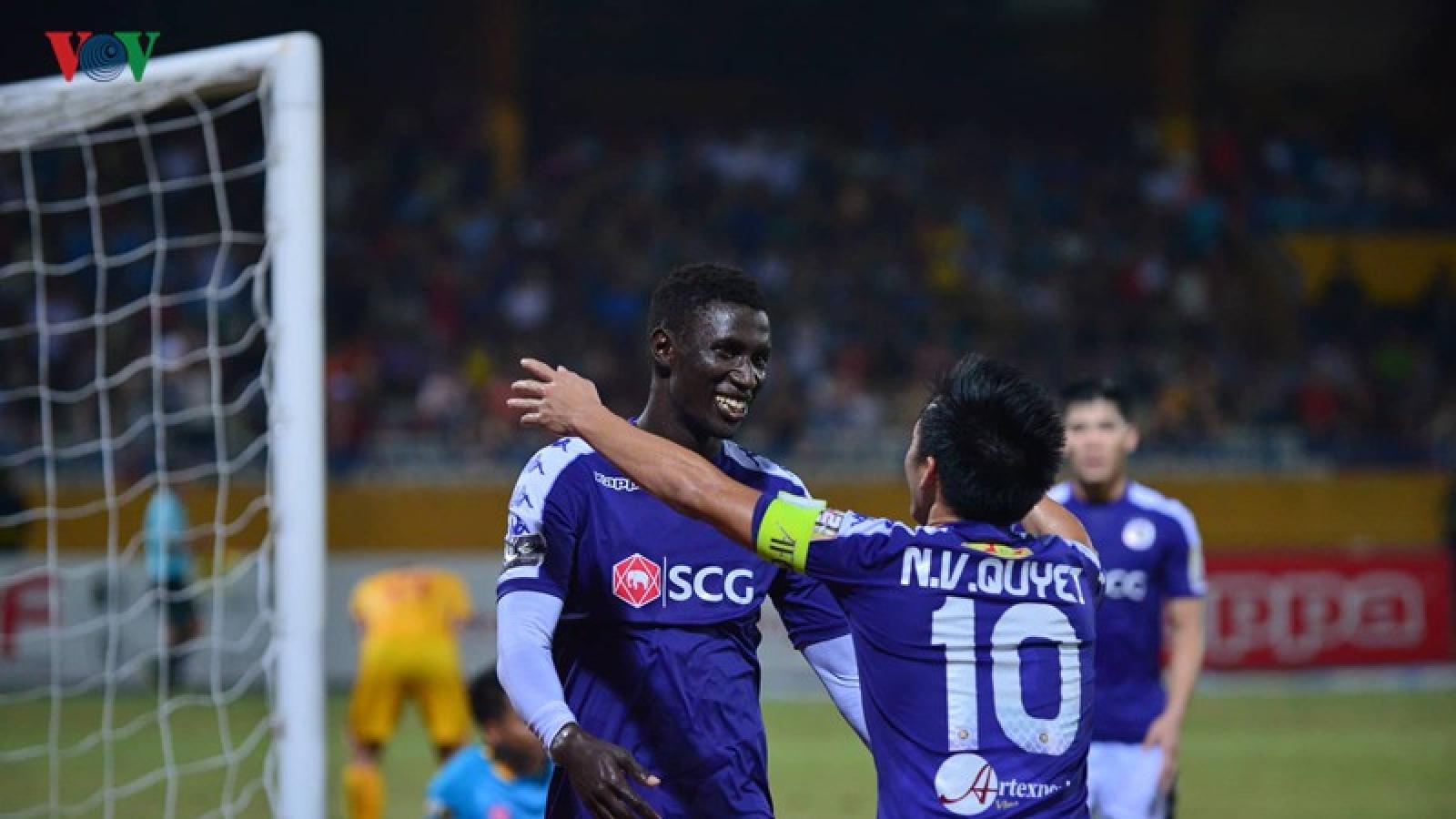 """Sau Kebe, Hà Nội FC tiếp tục chia tay """"trọng pháo"""" Pape Omar Faye"""